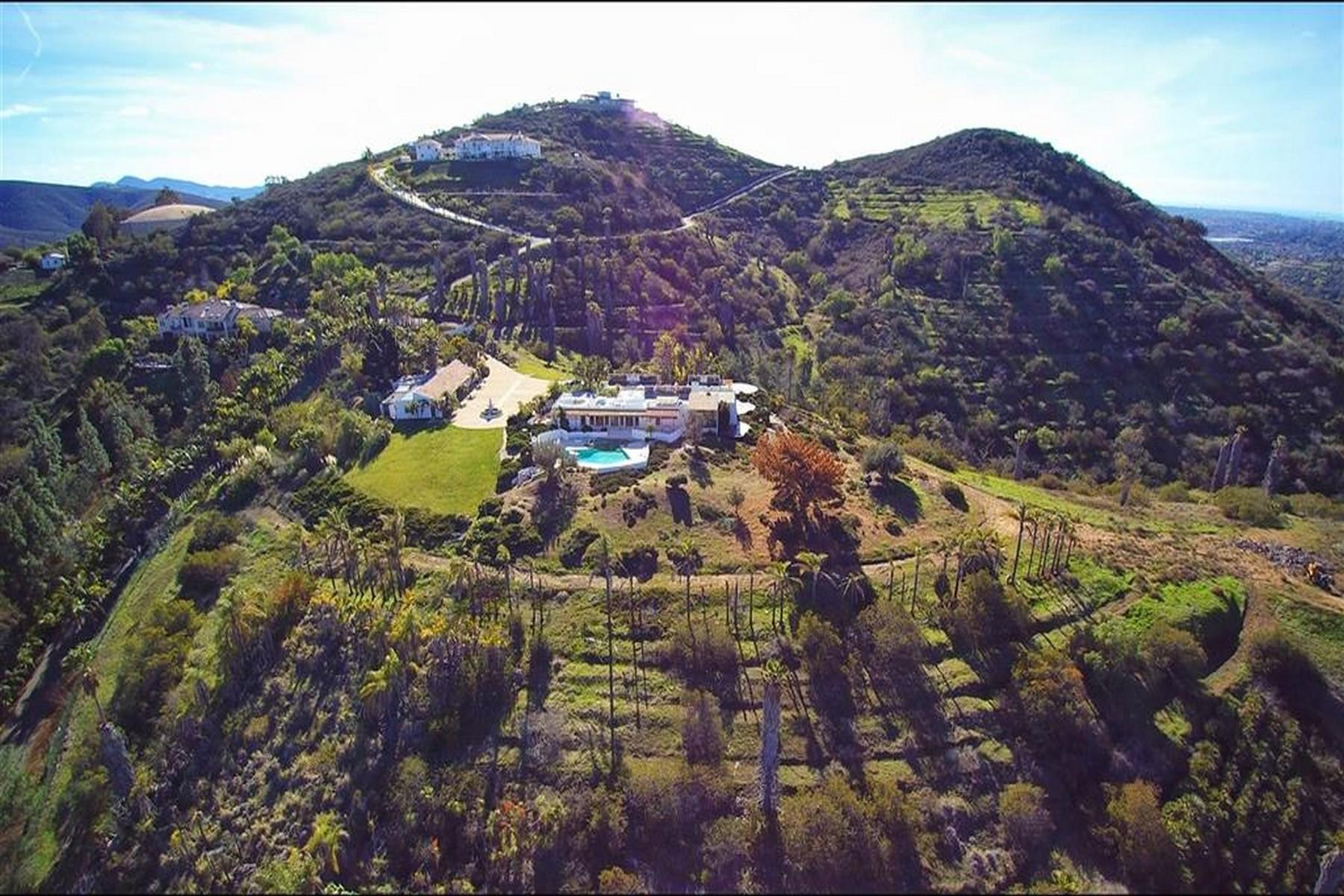 Casa Unifamiliar por un Venta en Buena Creek 3501 Buena Creek Drive Vista, California, 92084 Estados Unidos
