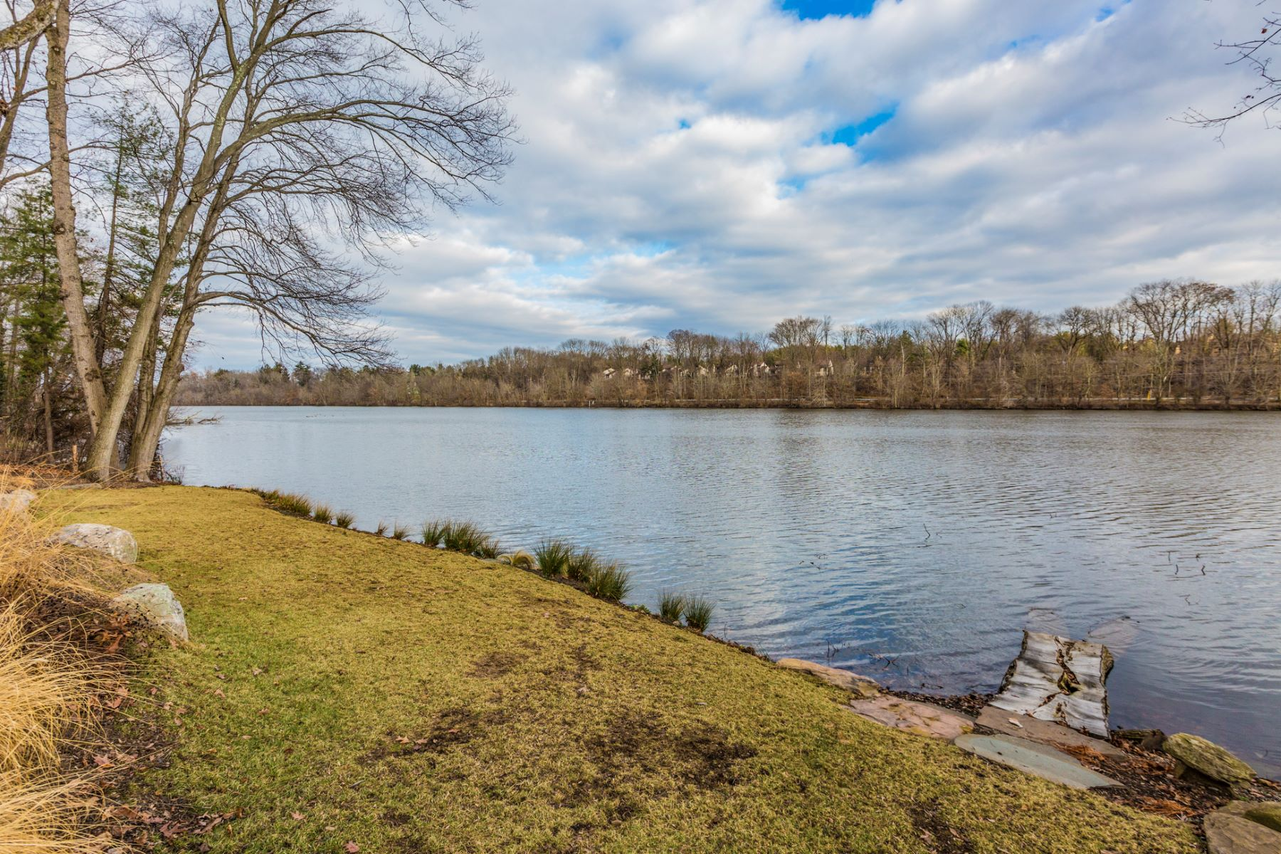 Additional photo for property listing at Incredible Lakefront Lot Ready for Your Dream Home 369 Riverside Drive Princeton, New Jersey 08540 United States