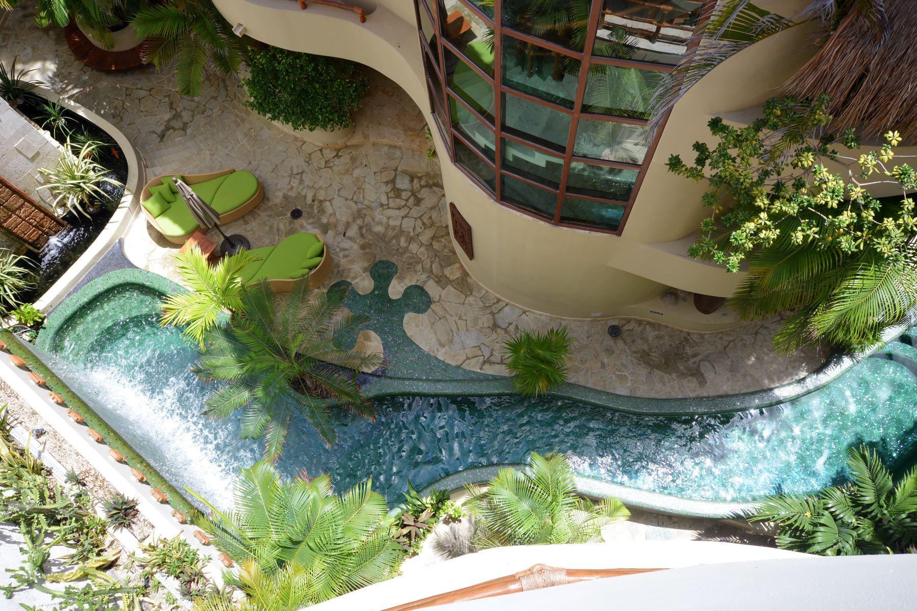 Additional photo for property listing at IMPRESIONANTE VILLA MAYA PH Maya Villa Condominium 1st Ave. North, between 12 North & 16 North Streets Playa Del Carmen, Quintana Roo 77710 México