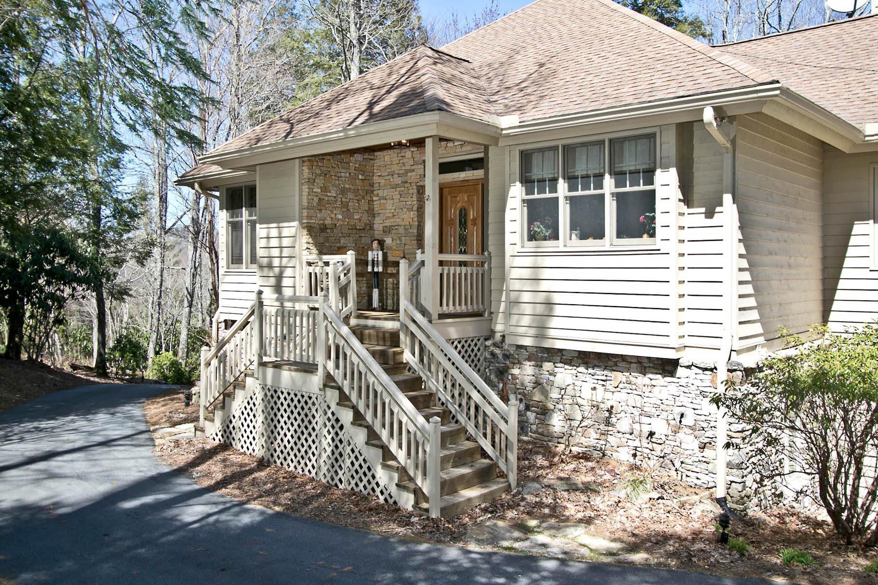 단독 가정 주택 용 매매 에 572 Garnet Rock Trail Highlands, 노스캐놀라이나, 28741 미국