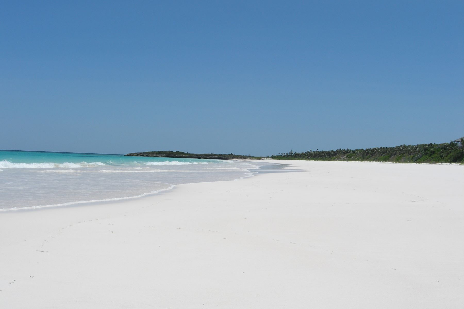 Additional photo for property listing at Windermere Beachfront Windermere Island, Eleuthera Bahamas