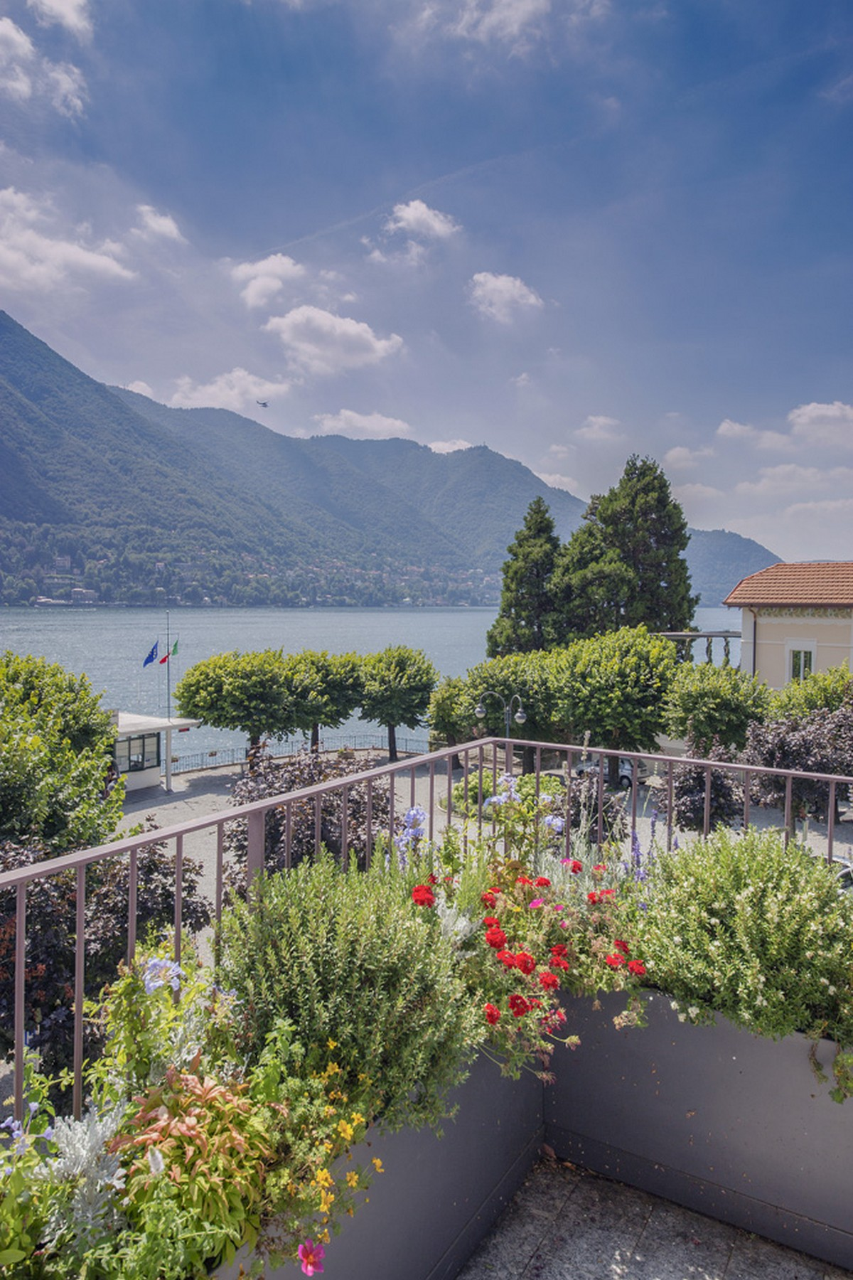 Additional photo for property listing at A celebrity-owned lakefront Penthouse within a prestigious villa in Moltrasio via Regina Moltrasio, Como 22010 Italy