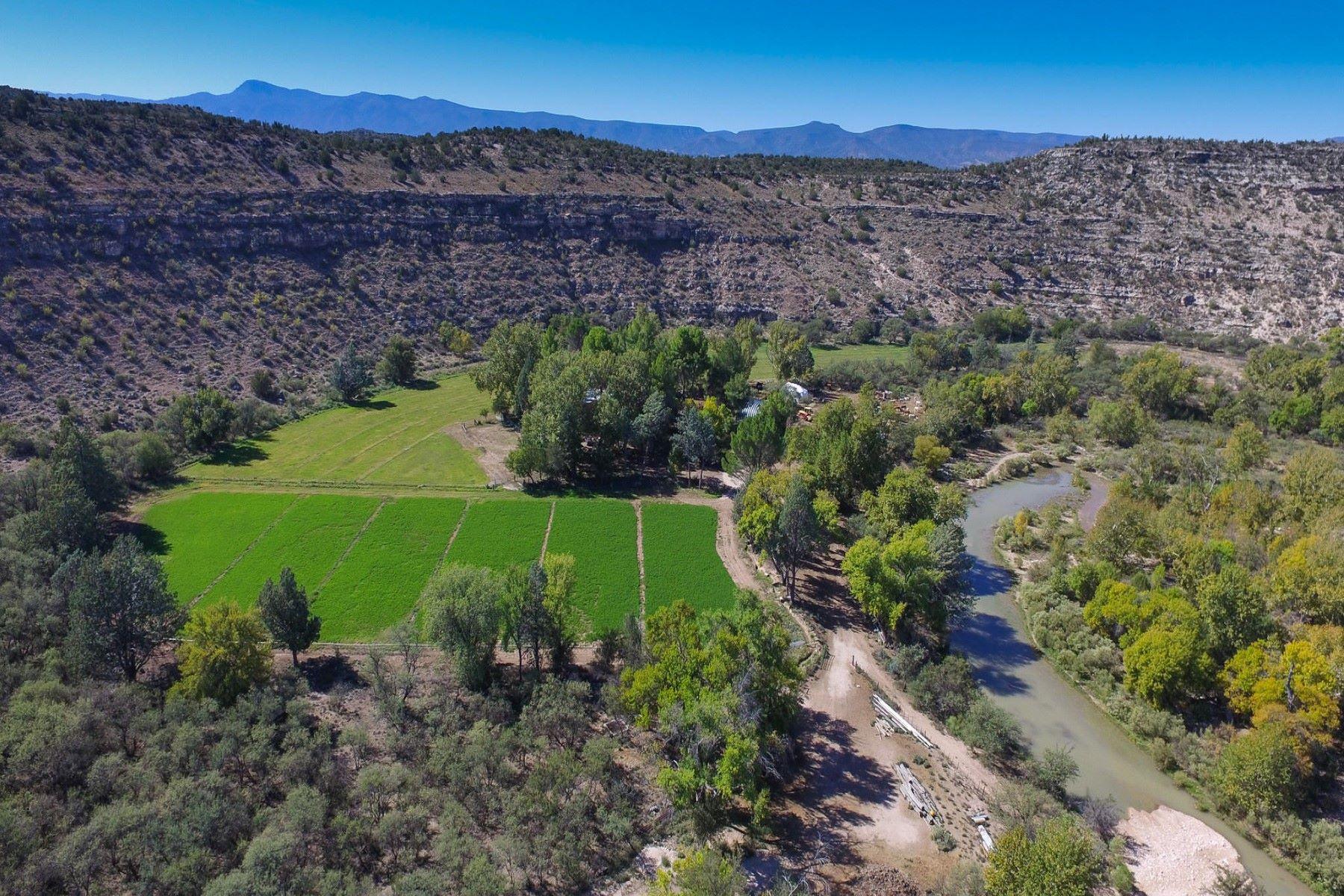 Fazenda / Quinta / Rancho / Plantação para Venda às The Dyck Ranch 1875 E Dragonshead Rd- Dyck Ranch Rimrock, Arizona, 86335 Estados Unidos