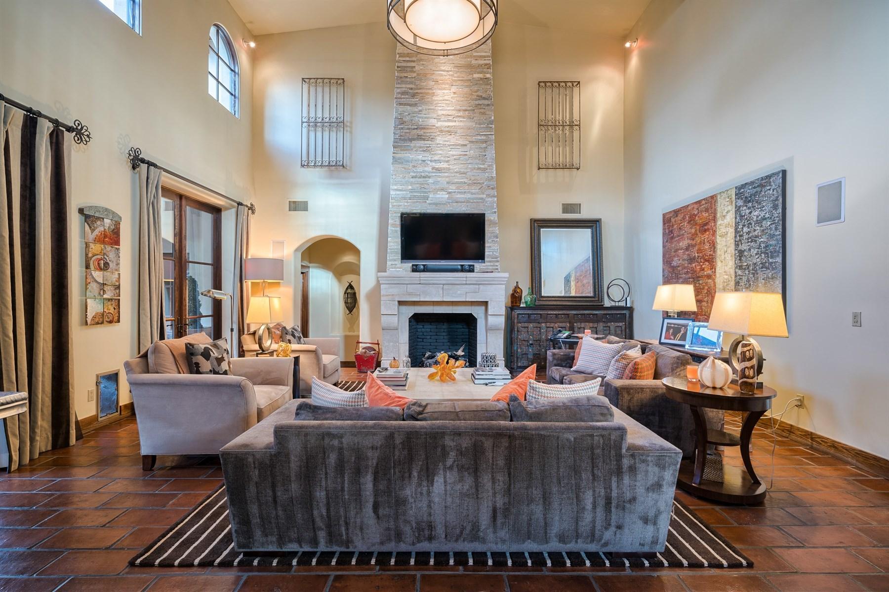 Tek Ailelik Ev için Satış at Elegant Spanish revival estate 8243 N Mockingbird Ln Paradise Valley, Arizona, 85253 Amerika Birleşik Devletleri