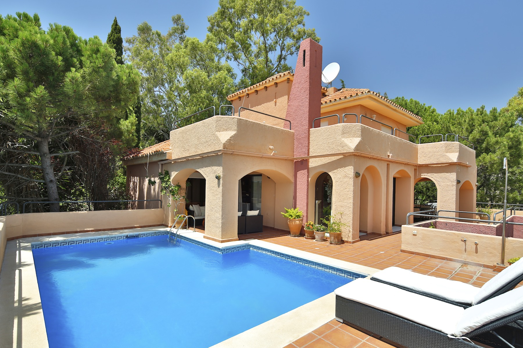 Tek Ailelik Ev için Satış at Charming villa in a gated community of the golf valley Nueva Andalucia Other Andalucia, Andalucia, 29660 Ispanya