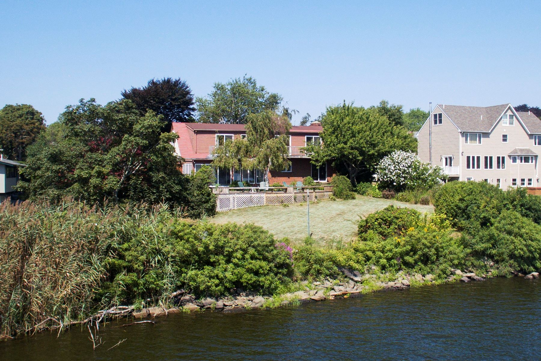 Additional photo for property listing at Easton's Pond Views 30 Friends Drive Newport, Rhode Island 02840 United States