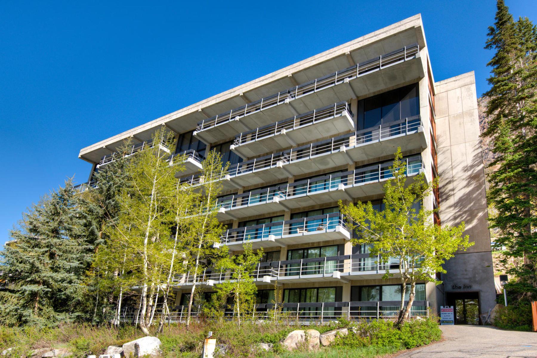 共管式独立产权公寓 为 销售 在 Darling Snowbird Condo 9202 E Lodge Dr #511 雪鸟, 犹他州 84092 美国