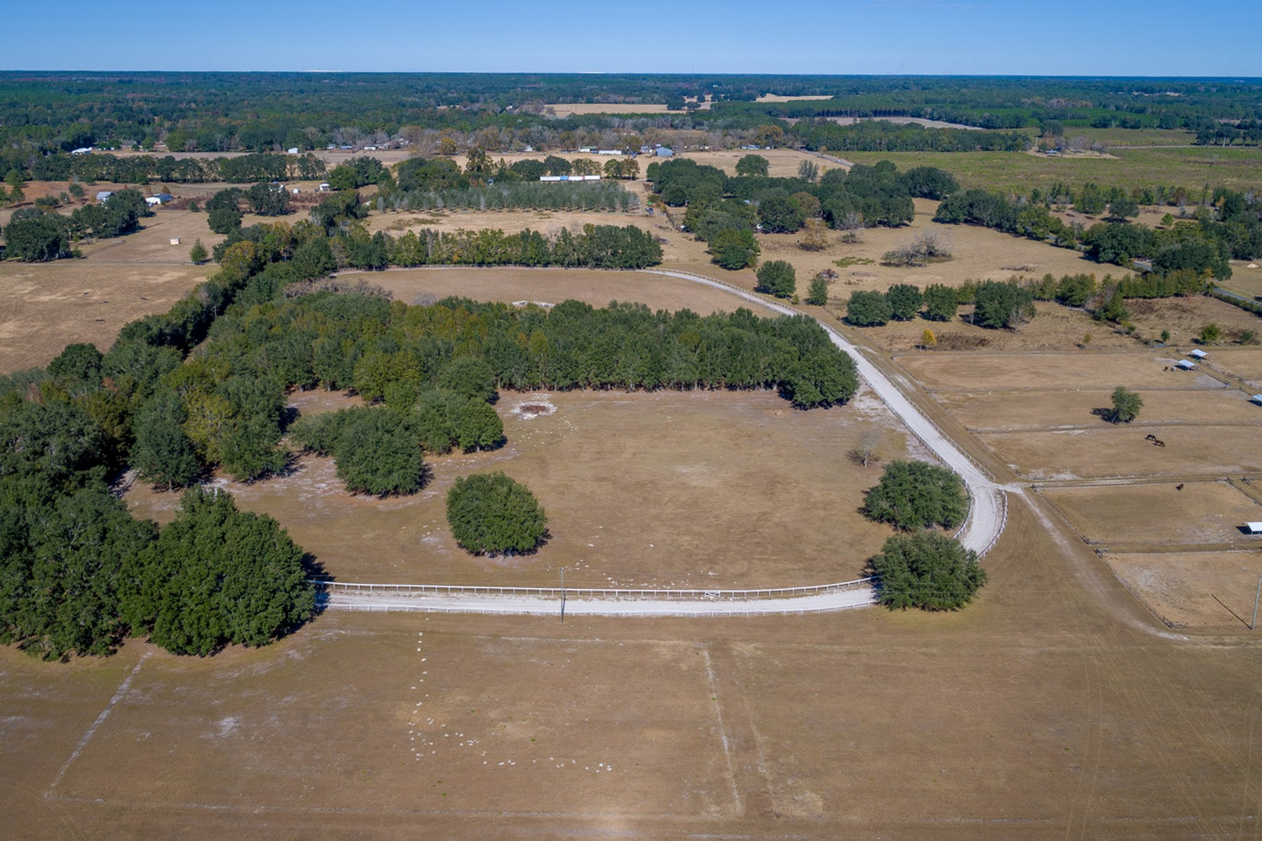 Ferme / Ranch / Plantation pour l Vente à Turnkey Equestrian Ranch 16629 27th Road Lake City, Florida 32024 États-Unis