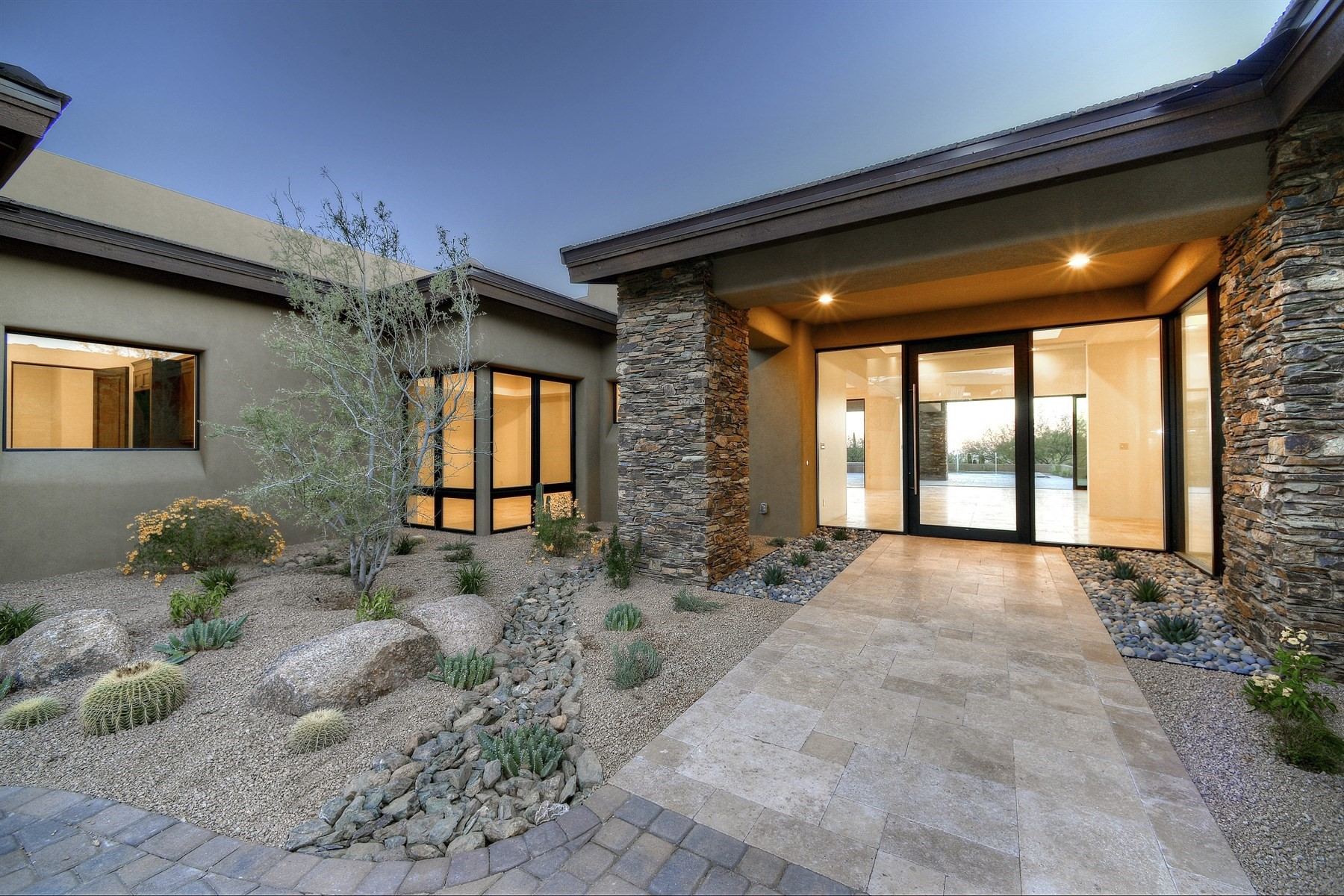 Villa per Vendita alle ore Southwest Contemporary with no interior steps and stone floors throughout 11077 E Honey Mesquite DR Scottsdale, Arizona, 85262 Stati Uniti