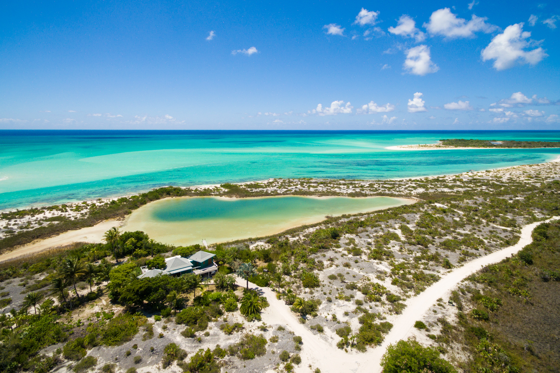 Additional photo for property listing at Sand Dollar Point Ocean Front Pine Cay, Pine Cay TC 特克斯和凯科斯群岛
