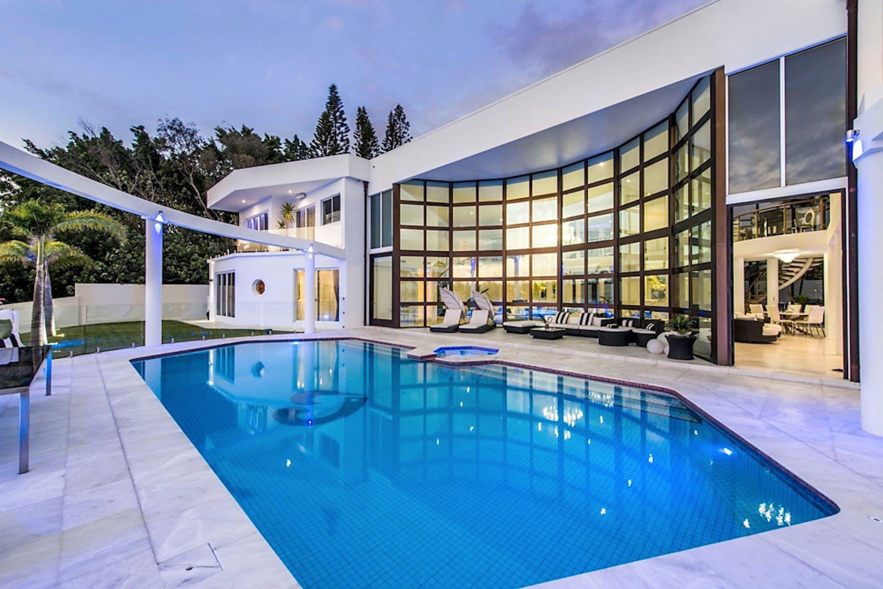 Otras residenciales por un Venta en Villa Blue Waters Brittanic Crescent Gold Coast, Queensland, 4216 Australia
