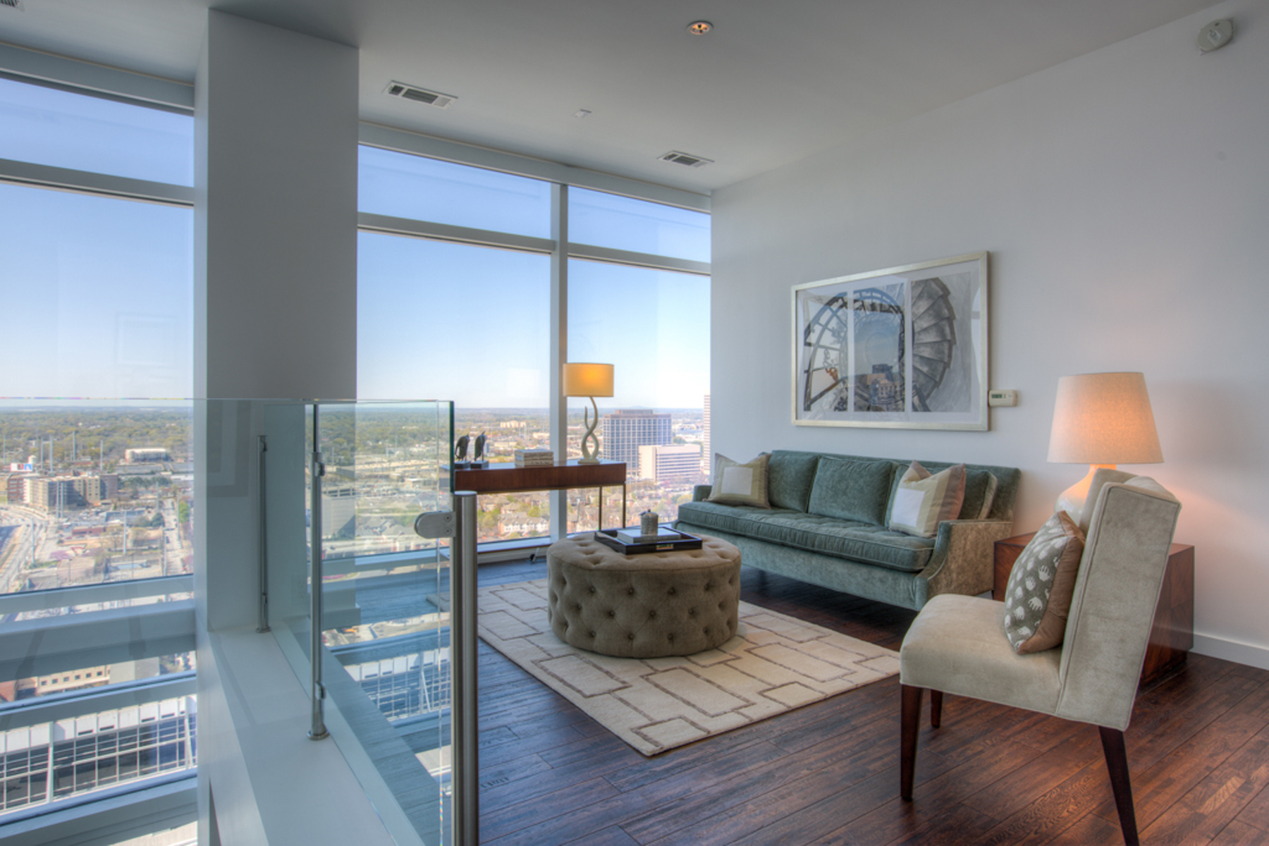 Additional photo for property listing at Spectacular Two Level Atlanta Penthouse With Luxury Hotel Amenities 45 Ivan Allen Jr Boulevard PH#2703 Atlanta, Georgia 30308 United States