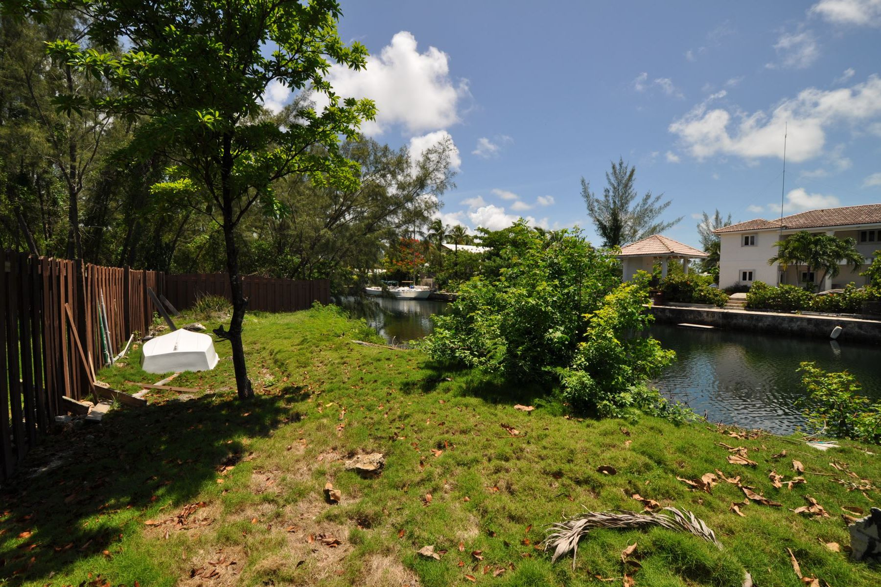 Additional photo for property listing at Canalfront Lot in Coral Harbour Coral Harbour, Nassau And Paradise Island Bahamas