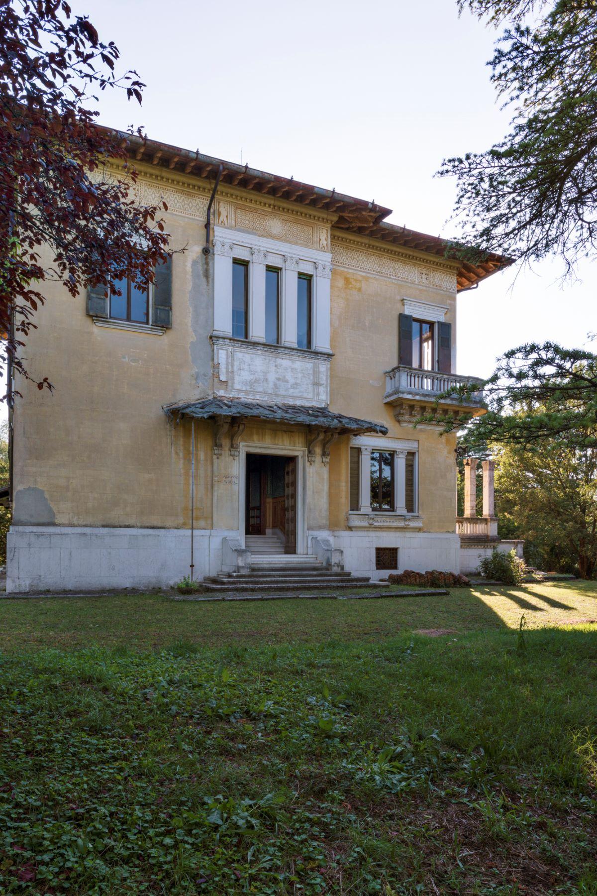 Additional photo for property listing at Beautiful Art Nouveau villa viale 1° Maggio Salsomaggiore Terme, Parma 43125 Italie