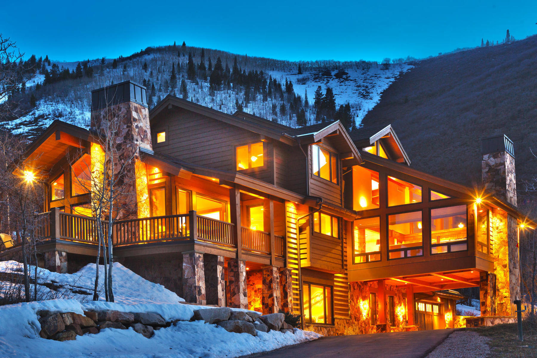 Additional photo for property listing at Timeless Elegance at the Top of Aspen Springs 25 Canyon Ct Park City, Utah 84060 United States