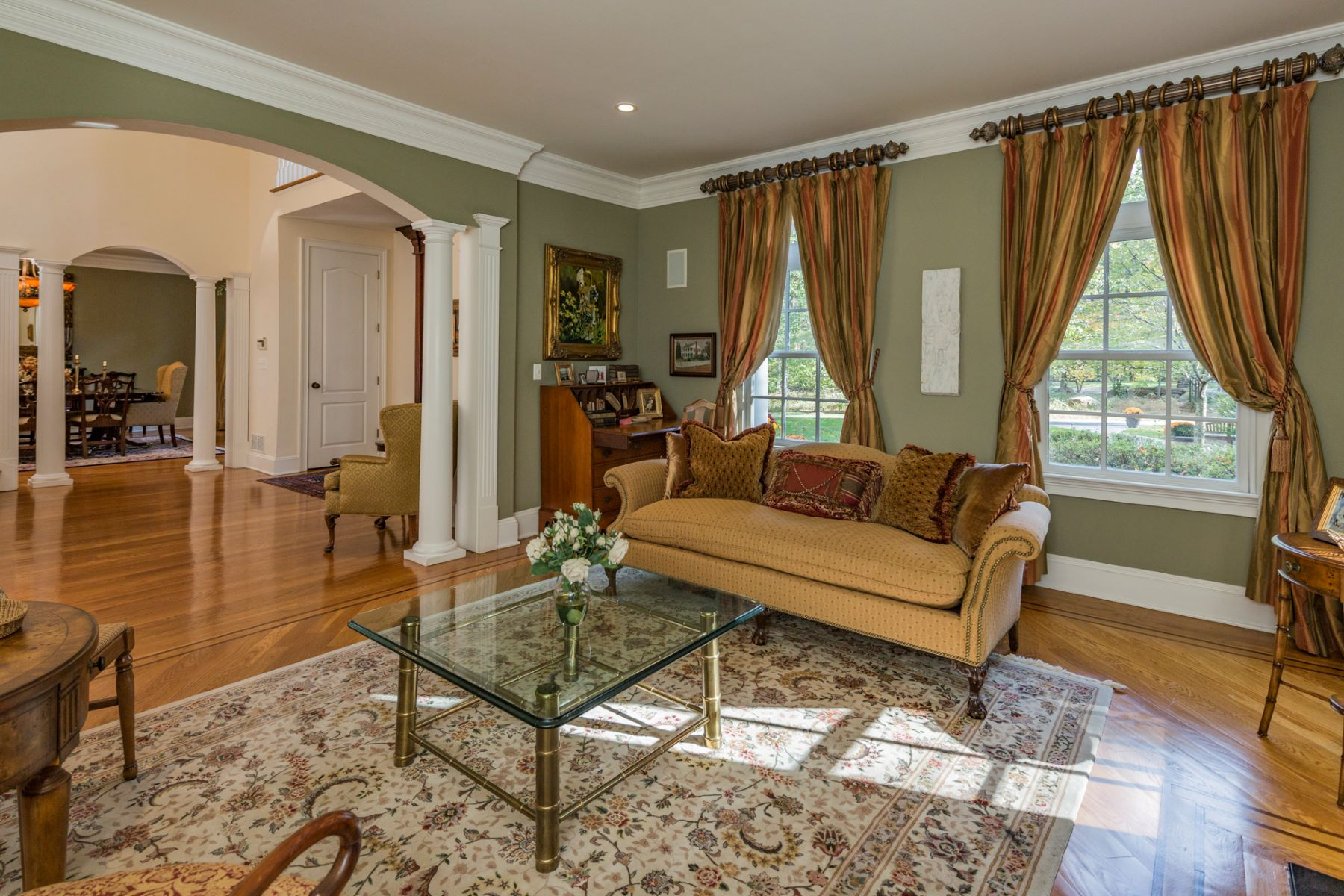 Additional photo for property listing at Spacious and Gracious in Princeton 20 Hageman Lane, Princeton, New Jersey 08540 United States