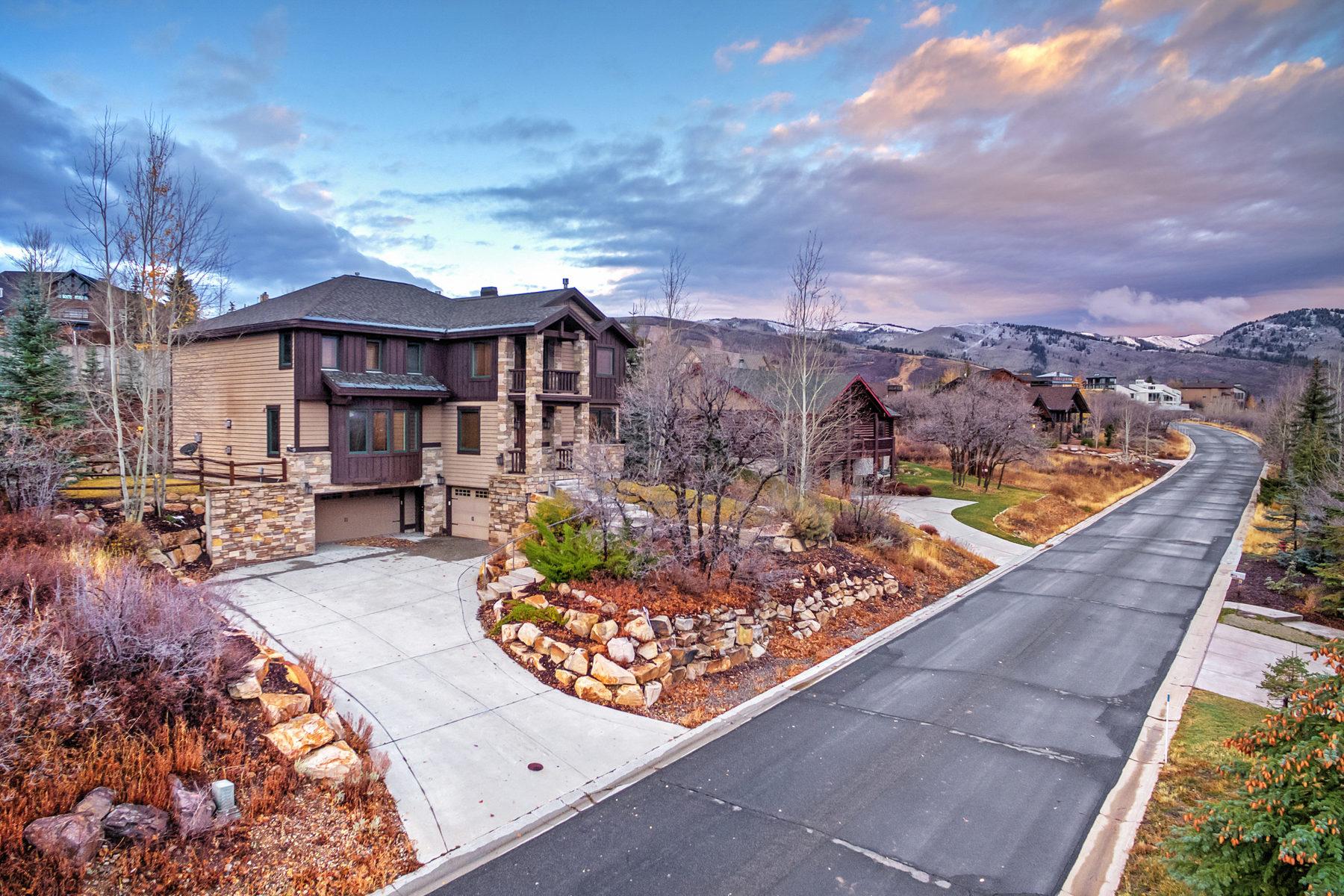 Maison unifamiliale pour l Vente à Custom Mountain Home in Coveted Aerie 1539 Aerie Dr Park City, Utah, 84060 États-Unis
