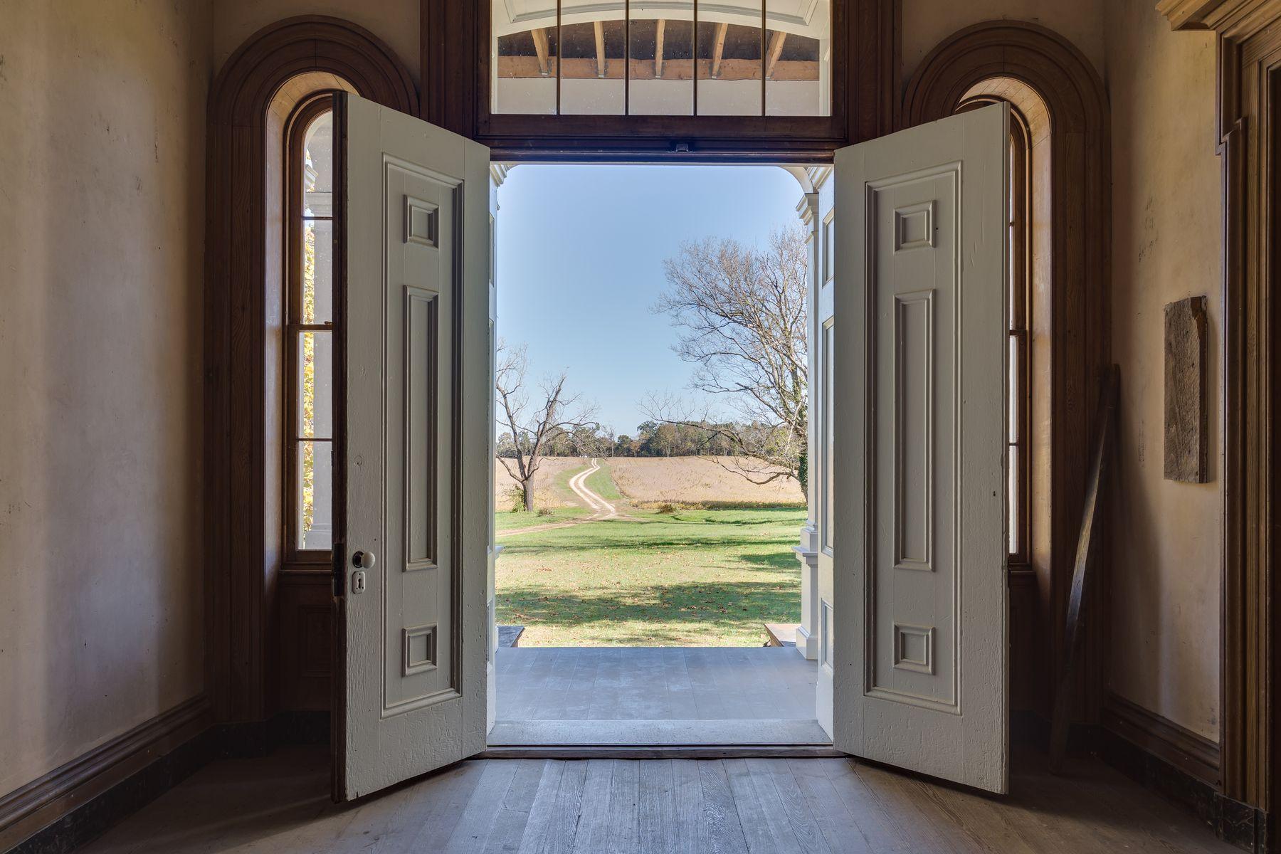 단독 가정 주택 용 매매 에 Spring Grove 19370 Mattaponi Trl Milford, 버지니아 22514 미국