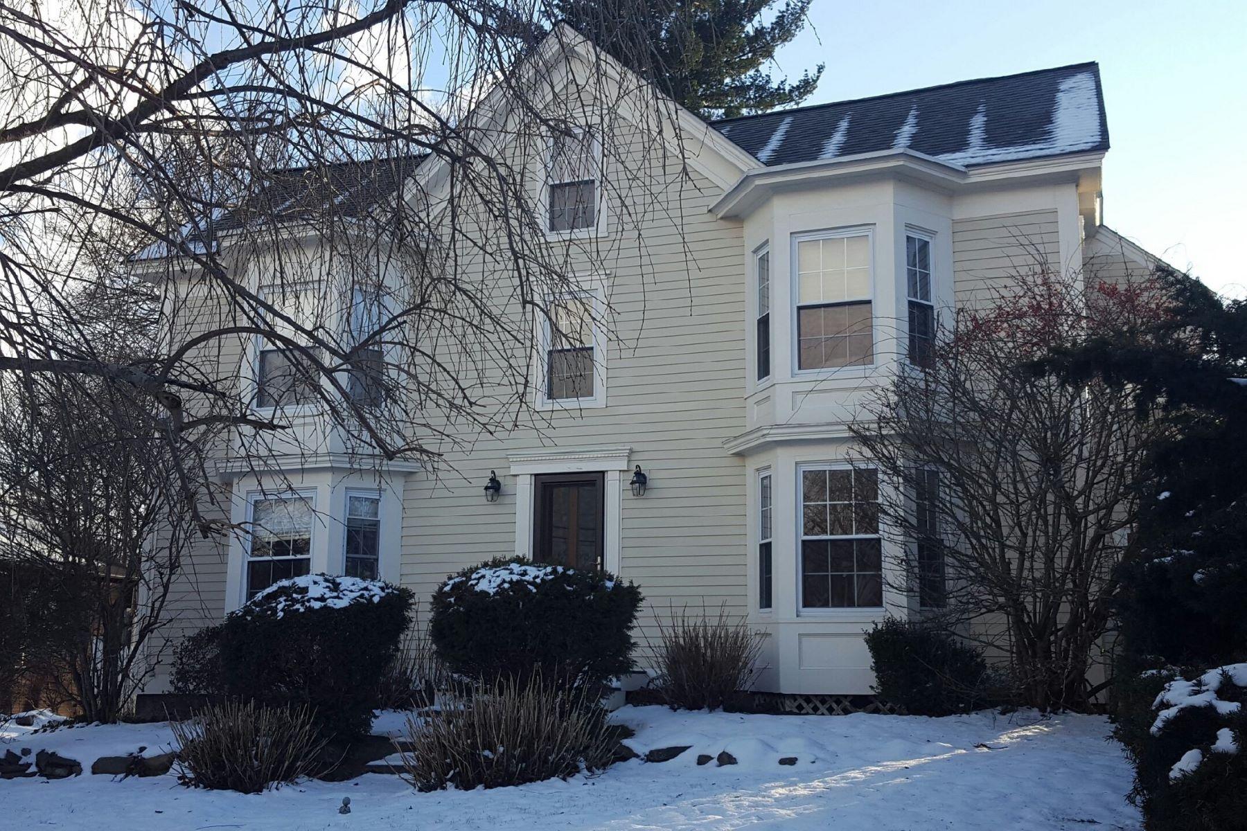 단독 가정 주택 용 매매 에 Recently Renovated Gothic Revival 14 Maple Street Acton, 매사추세츠, 01720 미국