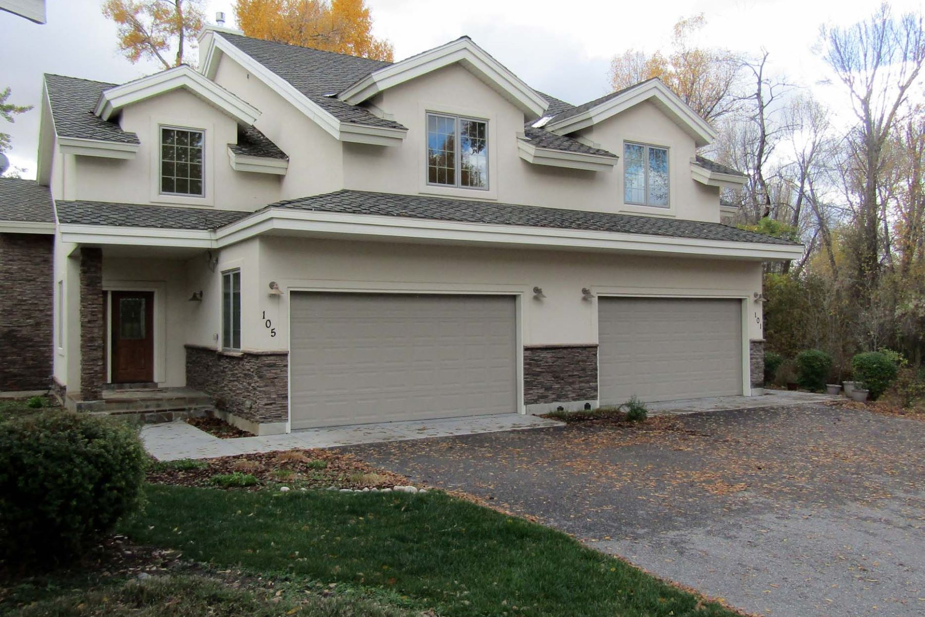 联栋屋 为 销售 在 Dramatic Yes! Expensive No! 105 Cobble Creek Lane 德里格斯, 爱达荷州, 83422 Jackson Hole, 美国