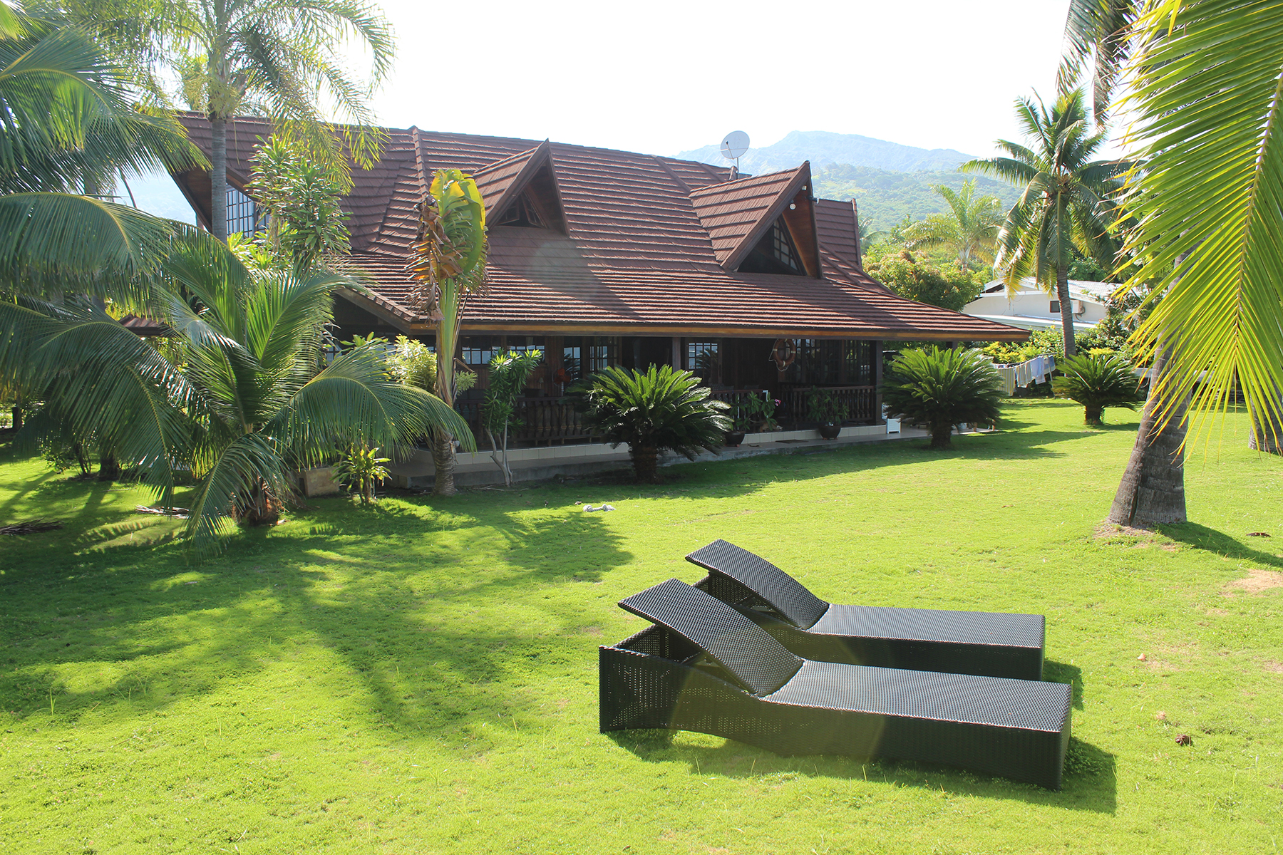 Single Family Home for Sale at luxurious property in front of the lagoon Tahiti, 98718 French Polynesia