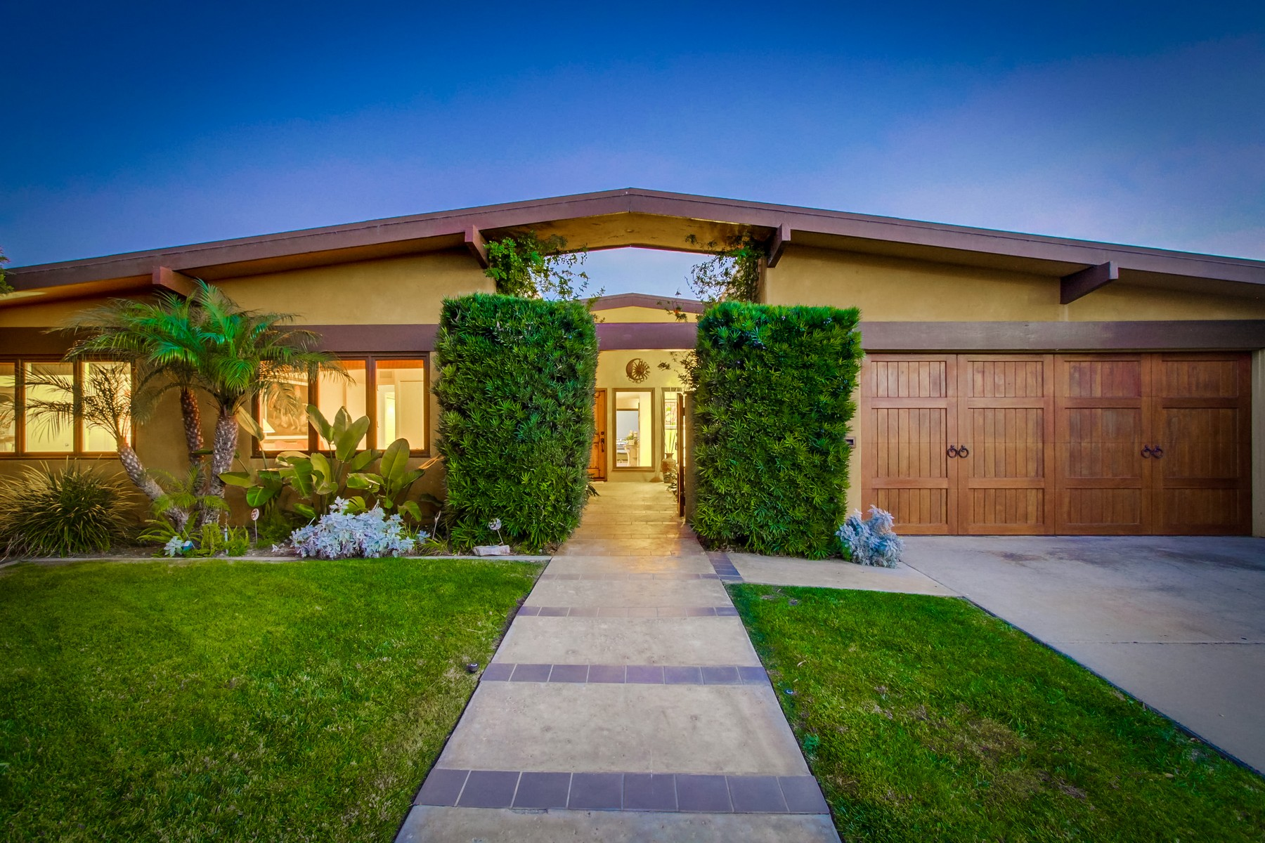 Single Family Home for Sale at 2181 Belloc Court San Diego, California 92109 United States