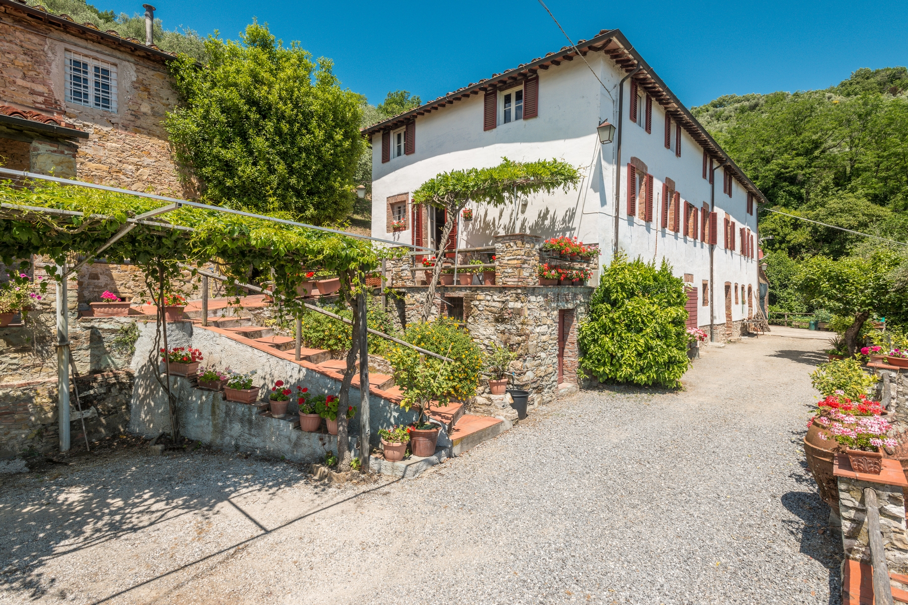 Additional photo for property listing at Country home near Lucca San Concordio di Moriano Lucca, Lucca 55100 Italia