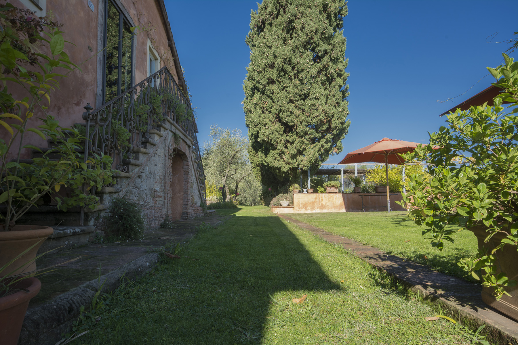 Additional photo for property listing at Stunning farm house with a unique garden in Lucca's countryside Via di Mutigliano Lucca, Lucca 55100 Italien