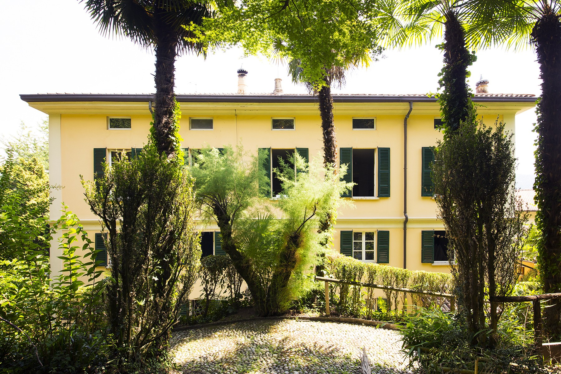 Additional photo for property listing at Elegant historic villa overlooking the Lake of Como Via Regina Griante, Como 22011 Italia