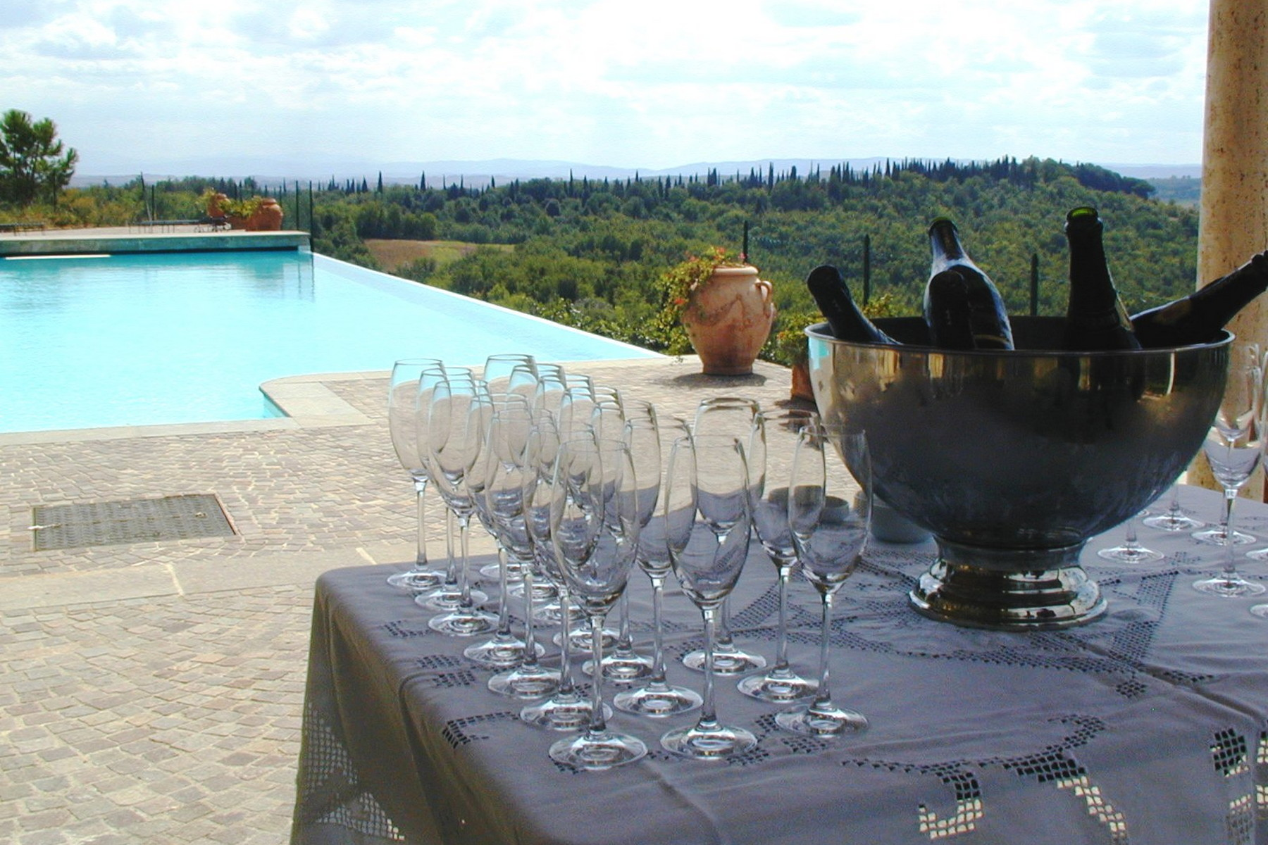 Additional photo for property listing at Historic castle in Chianti with vineyard  Gaiole In Chianti, Siena 53013 Italy