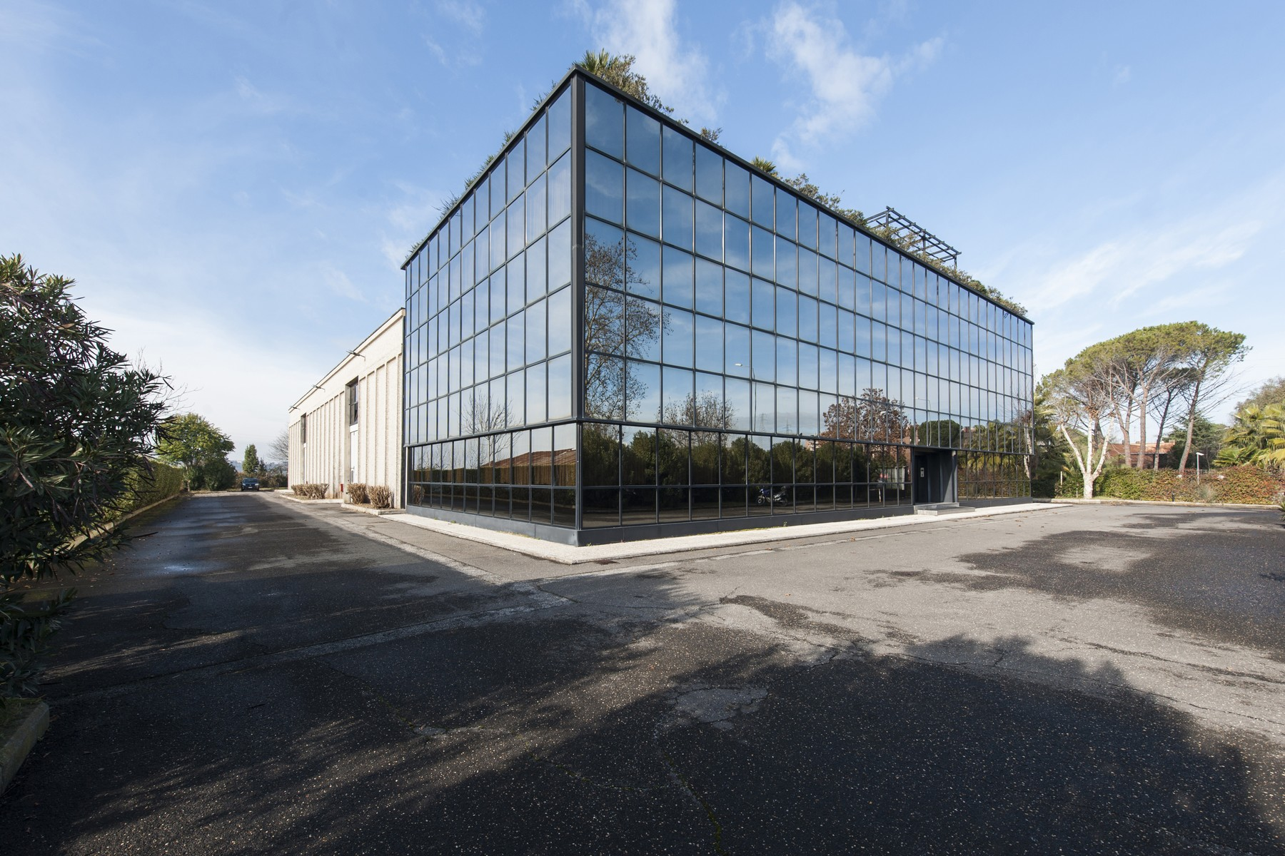 für Verkauf beim Commercial building with offices, warehouse and guesthouse Rome, Rome Italien