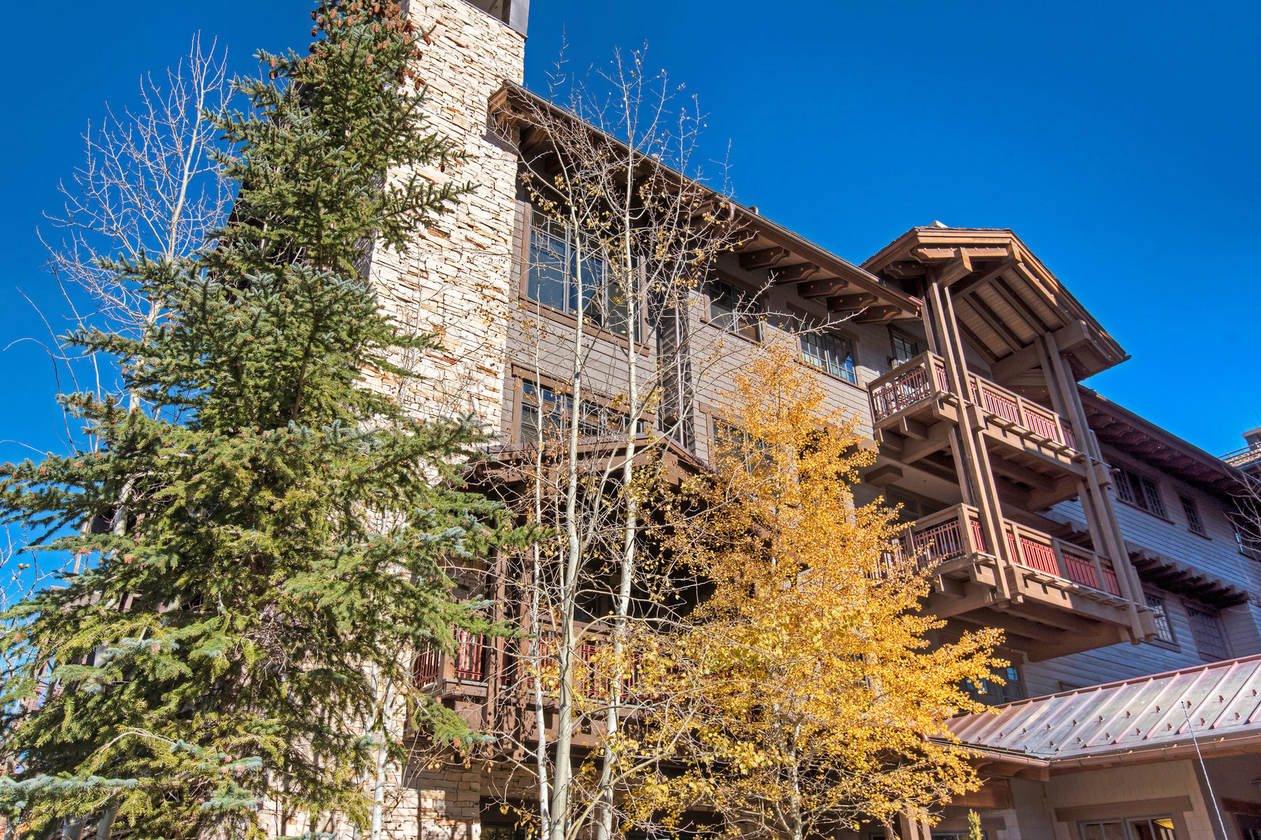Additional photo for property listing at Deer Valley's Arrowleaf - A great Ski In/Out Value 8886 Empire Club Dr#203 Park City, Utah 84060 United States