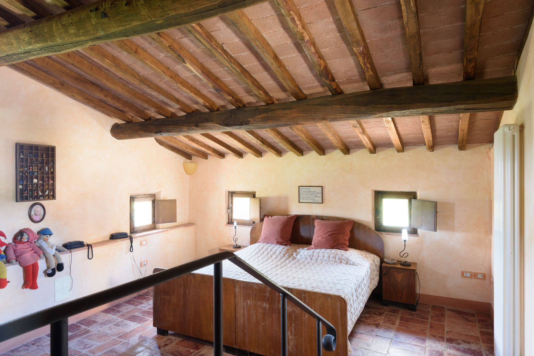 Additional photo for property listing at Tuscan countryhouse with 2,5 ha of vineyards Località Valcelle Torrita Di Siena, Siena 53049 Italie