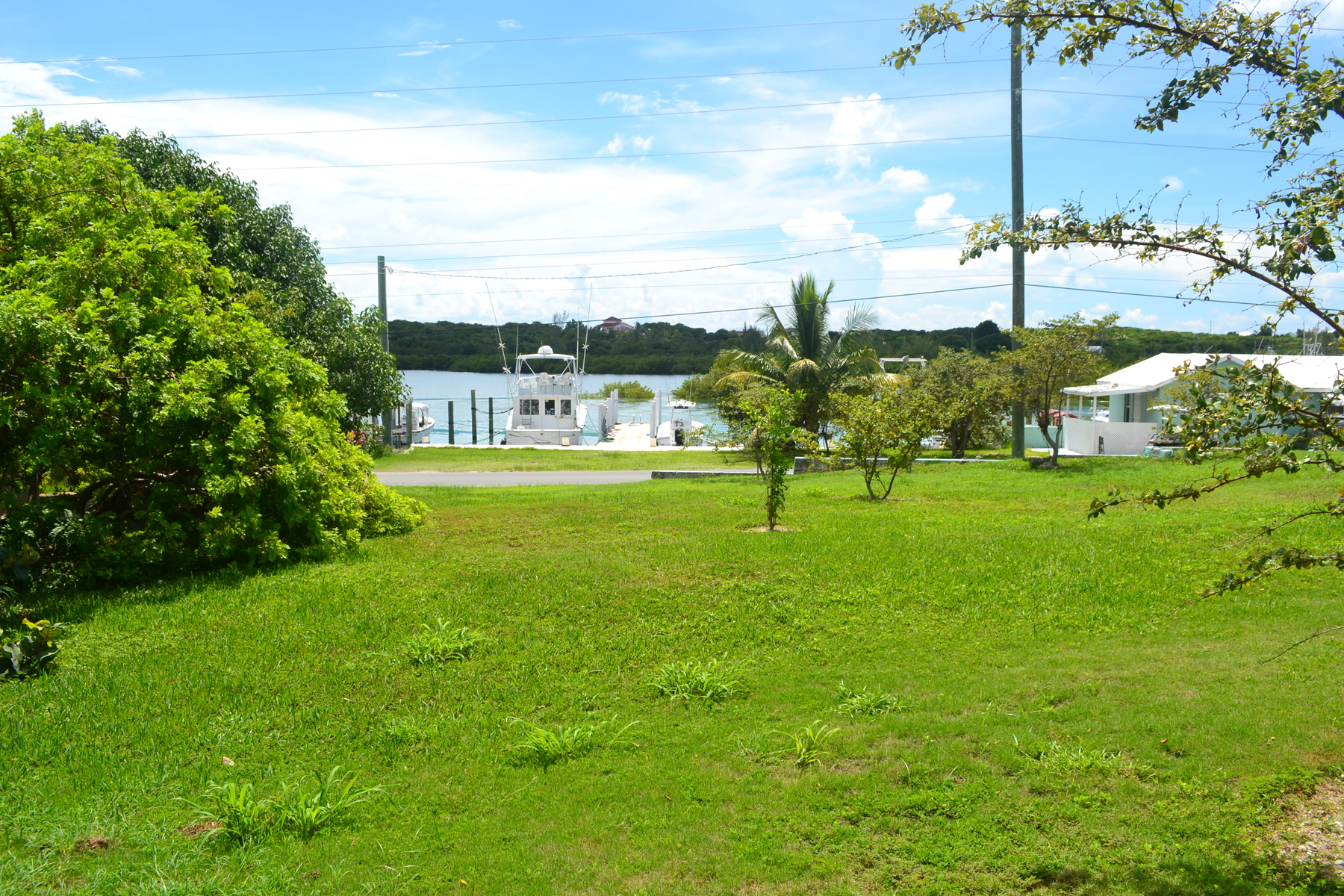 Additional photo for property listing at Harbourside Dock Property with Vacant Lot Spanish Wells, Eleuthera Bahamas