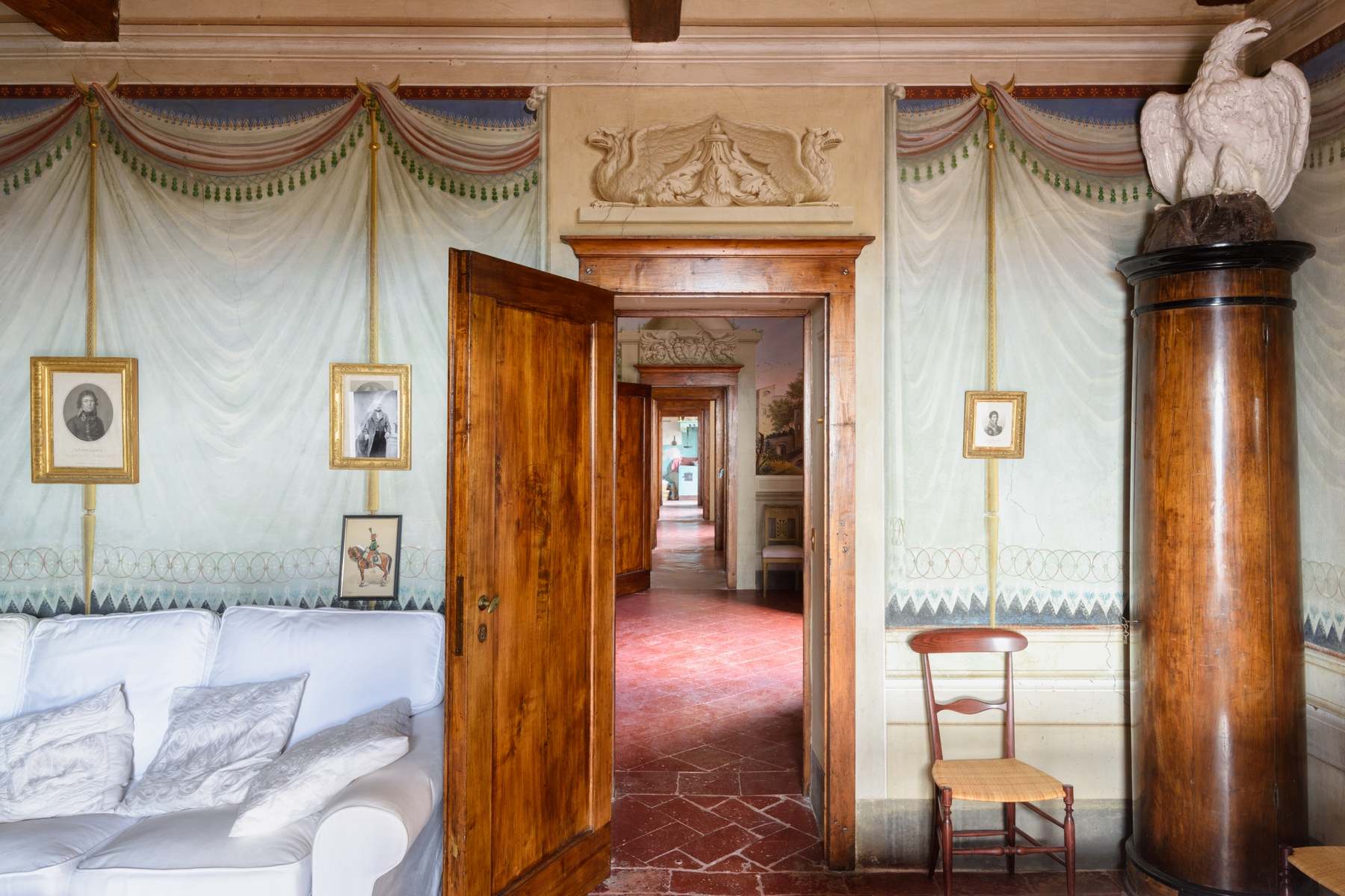 Additional photo for property listing at Elegant Piano Nobile in Cortona  Cortona, Arezzo 52044 Italie