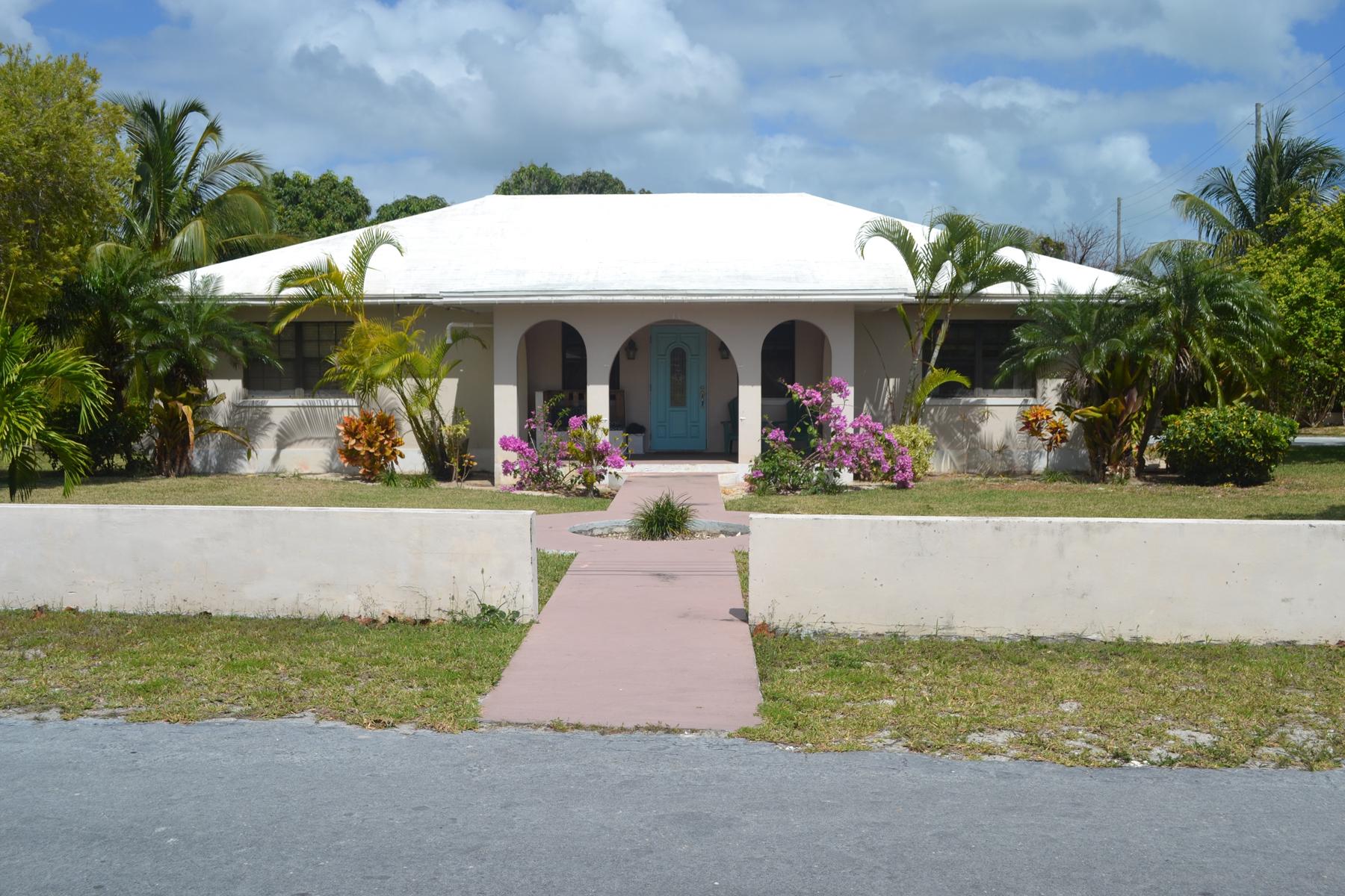 Vivienda unifamiliar por un Venta en Recently Refurbished Home with Deeded Beach Access Vivian Pinder Road Spanish Wells, Eleuthera 0 Bahamas