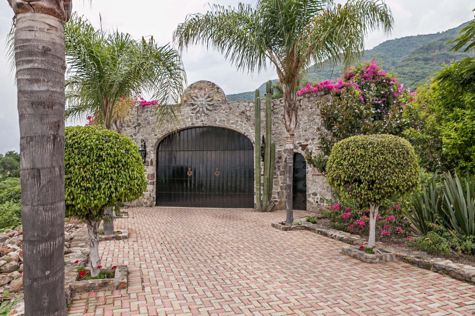 Additional photo for property listing at Casa Limon Rinconada del Limon 1 Fraccionamiento El Limon Ajijic, Jalisco 45920 Mexico