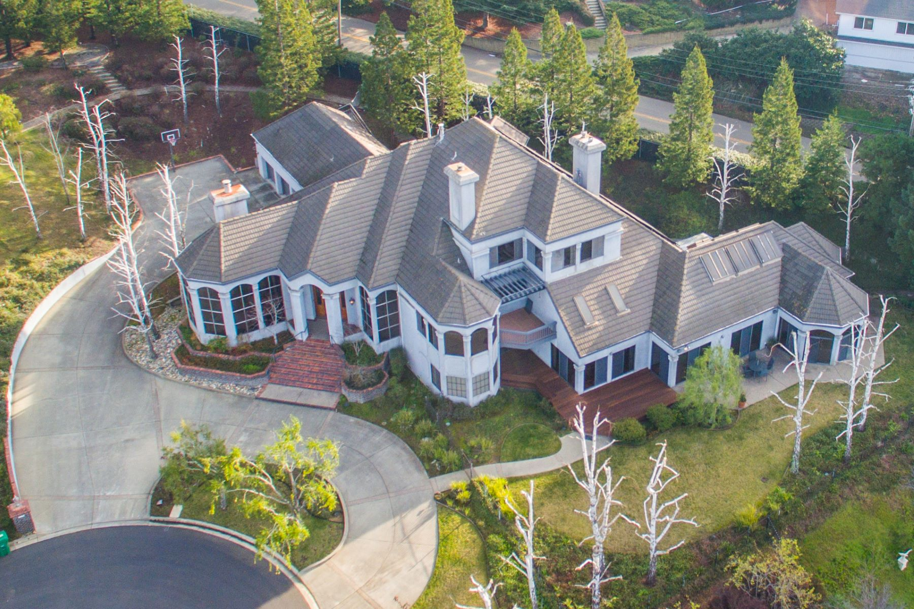 Частный односемейный дом для того Продажа на 4099 Oak Manor Ct. Hayward, Калифорния 94542 Соединенные Штаты