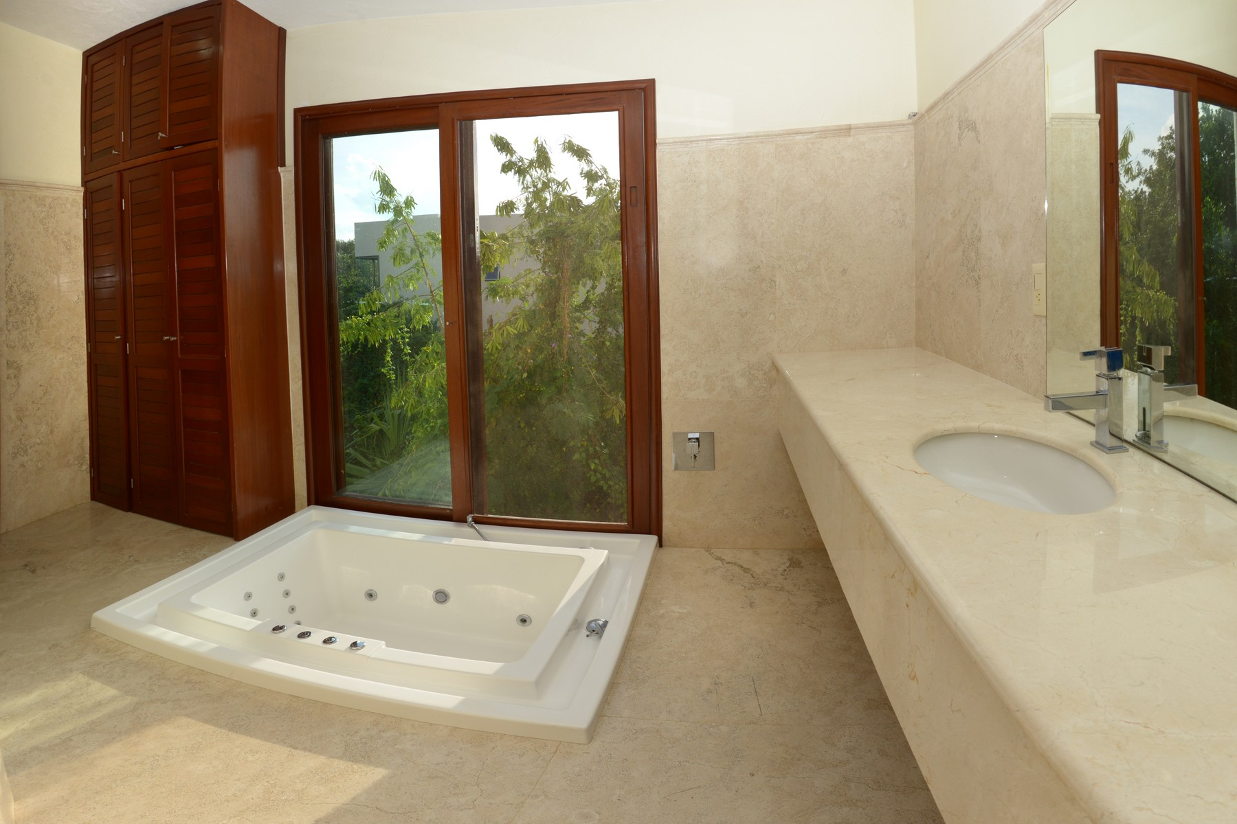 Additional photo for property listing at ROME HOME Retorno Xaman-Ha, Lol-Ha Ac Playacar Fase II Playa Del Carmen, Quintana Roo 77710 Mexico