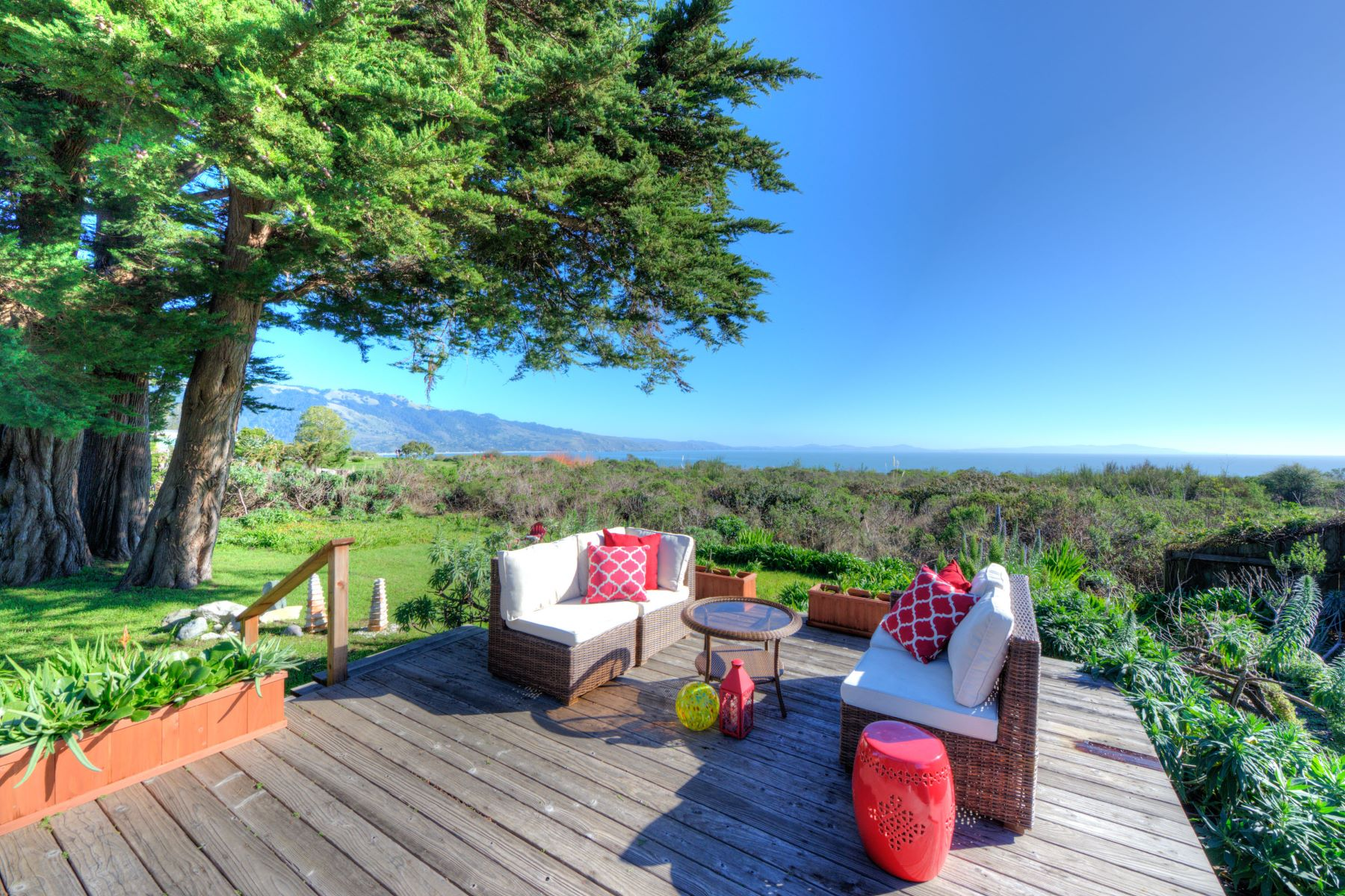 Casa Unifamiliar por un Venta en It's All About the View 125 Dogwood Road Bolinas, California 94924 Estados Unidos