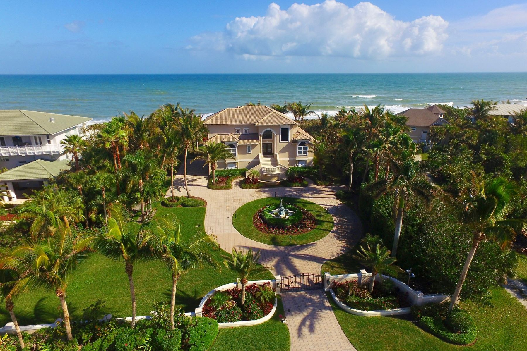 Maison unifamiliale pour l Vente à Ocean To River Gated Oceanfront Estate 12440 Highway A1A Vero Beach, Florida, 32963 États-Unis
