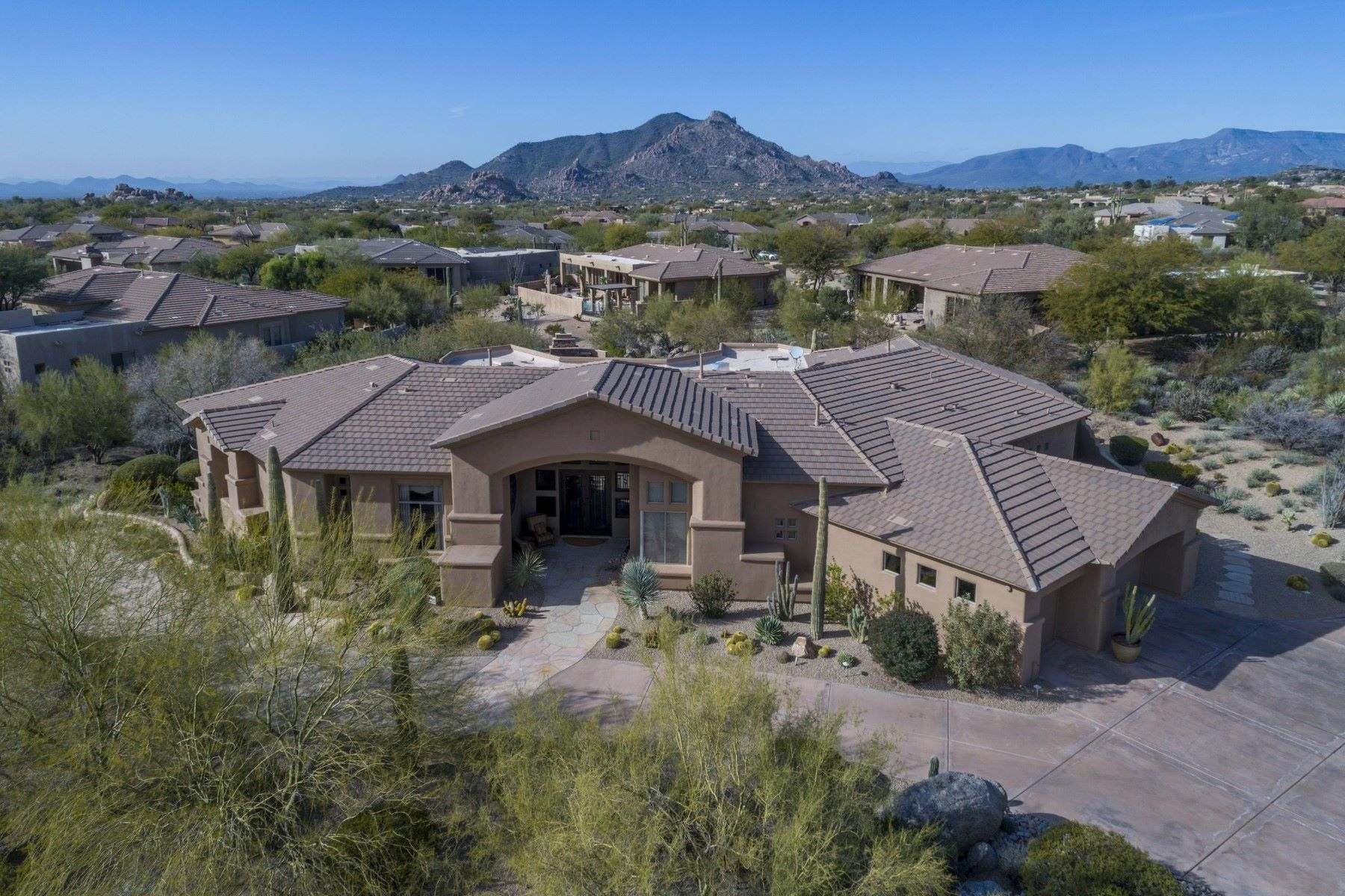 Single Family Home for Sale at Private Retreat and Entertainer's Delight in the beautiful community of Verdante 8172 E Thorntree Dr Scottsdale, Arizona, 85266 United States