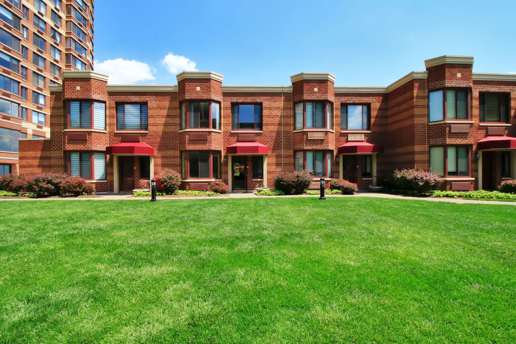 Condominium for Sale at Private and spacious townhouse in The Palisades! 100 Old Palisade Road #PL19 Fort Lee, New Jersey, 07024 United States