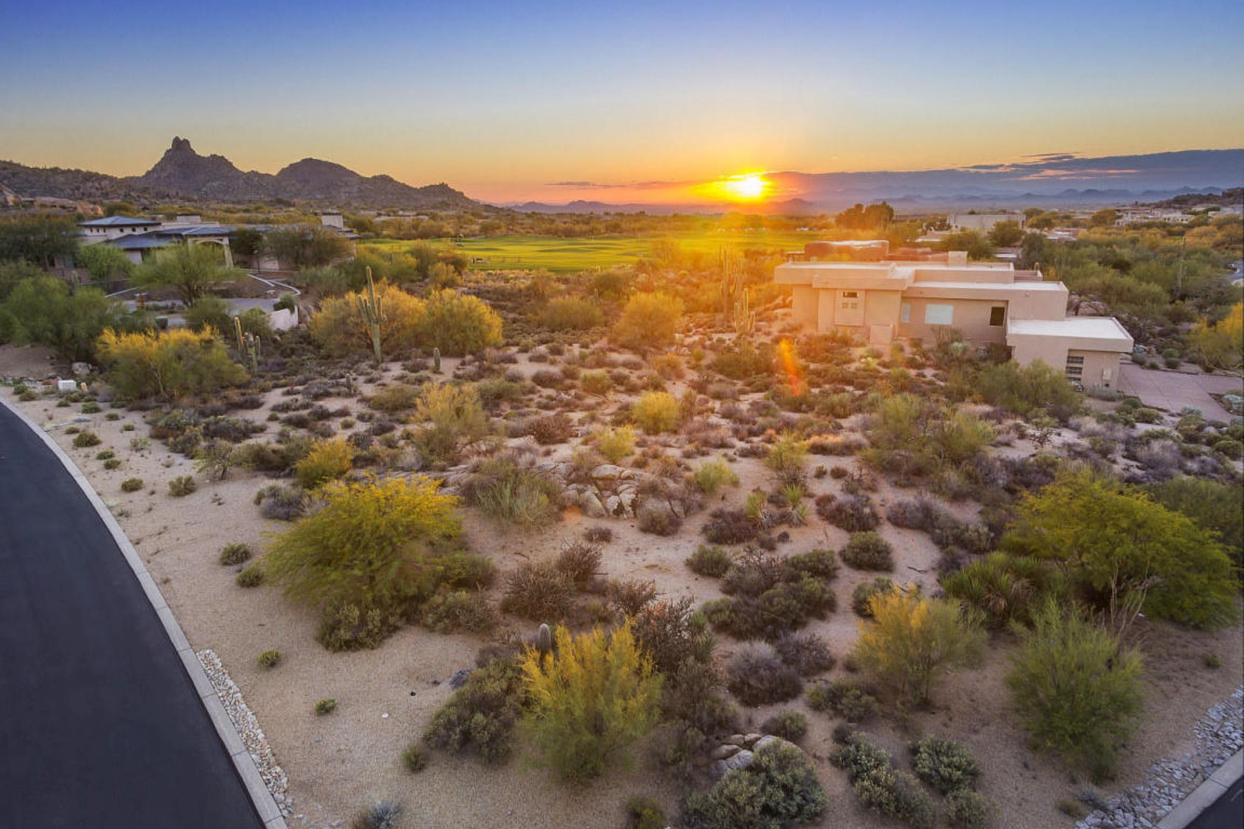 Terreno para Venda às Dramatic view lot available 28842 N 105th Way #29 Scottsdale, Arizona, 85262 Estados Unidos