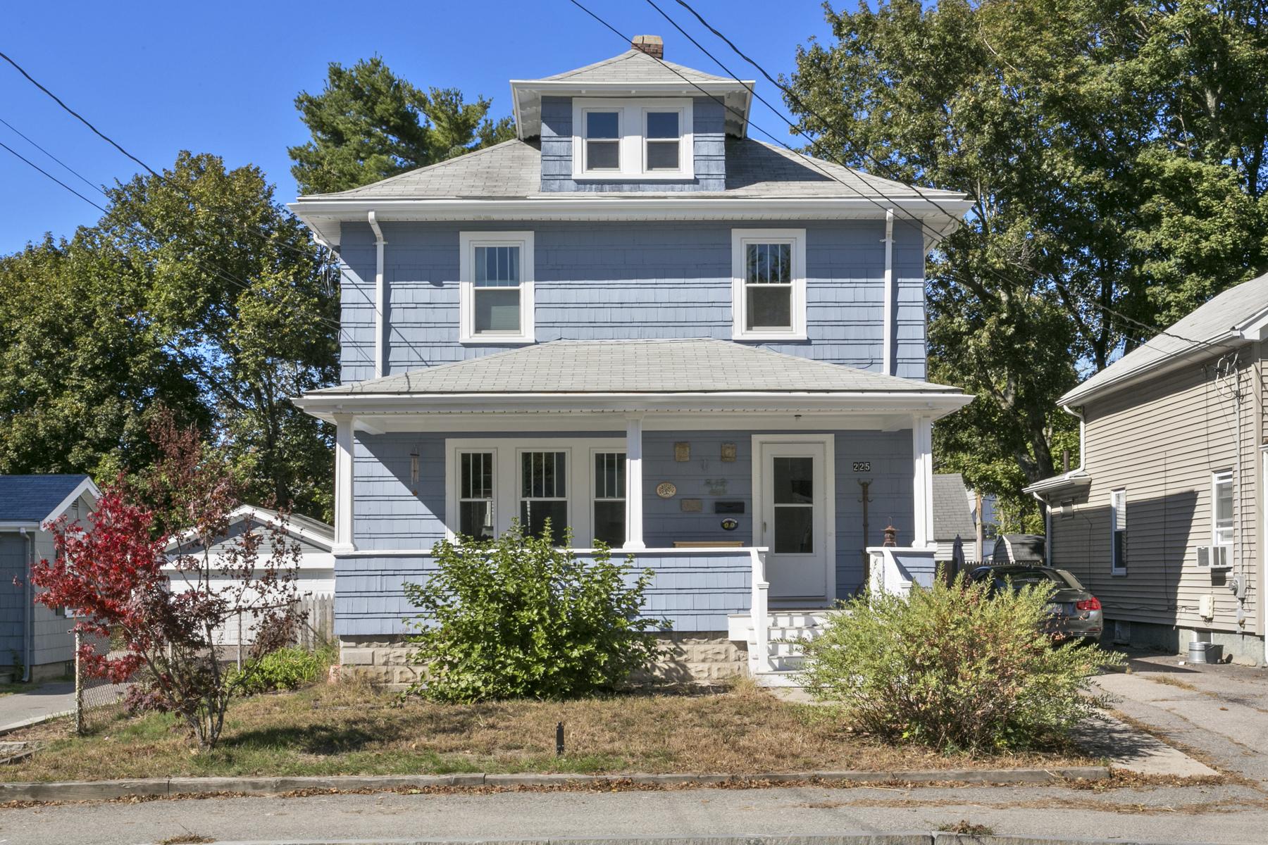 Nhà ở một gia đình vì Bán tại 225 School Street, Stoughton, MA Stoughton, Massachusetts, 02072 Hoa Kỳ