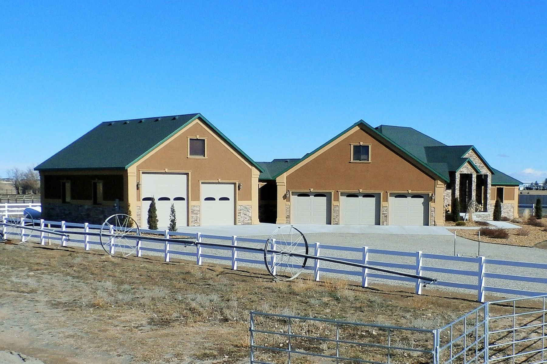 Granjas / Hacienda / Platanción por un Venta en Indoor Riding Arena and Two Custom Homes 258, 256 and 262 West 250 North Blackfoot, Idaho, 83221 Jackson Hole, Estados Unidos