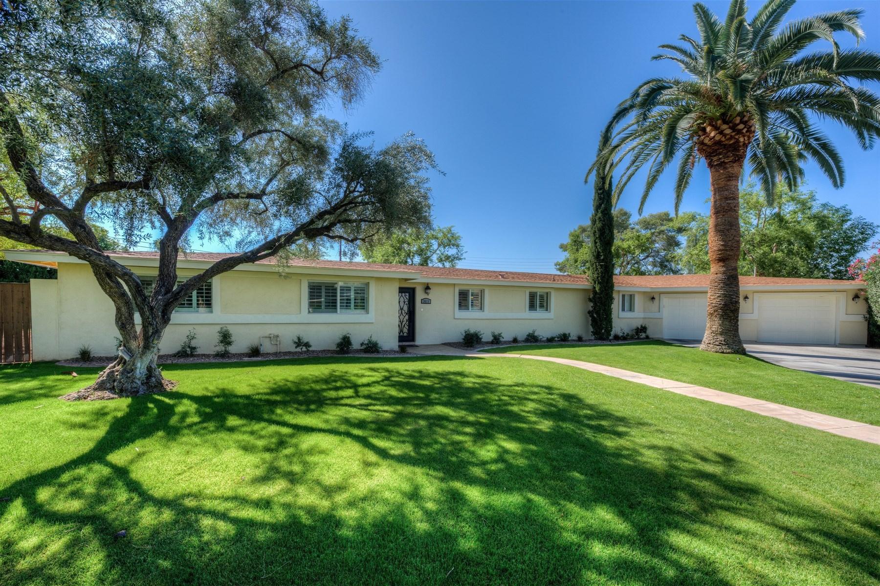 Casa Unifamiliar por un Venta en Charming home in the highly desirable Camelback Corridor 3611 E Mariposa St Phoenix, Arizona, 85018 Estados Unidos