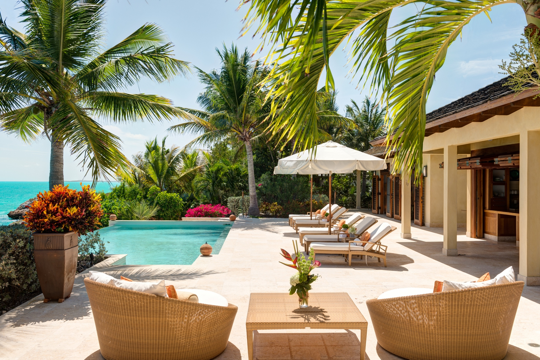 Additional photo for property listing at Villa Alamandra Oceanfront Silly Creek, Providenciales TCI Îles Turques Et Caïques