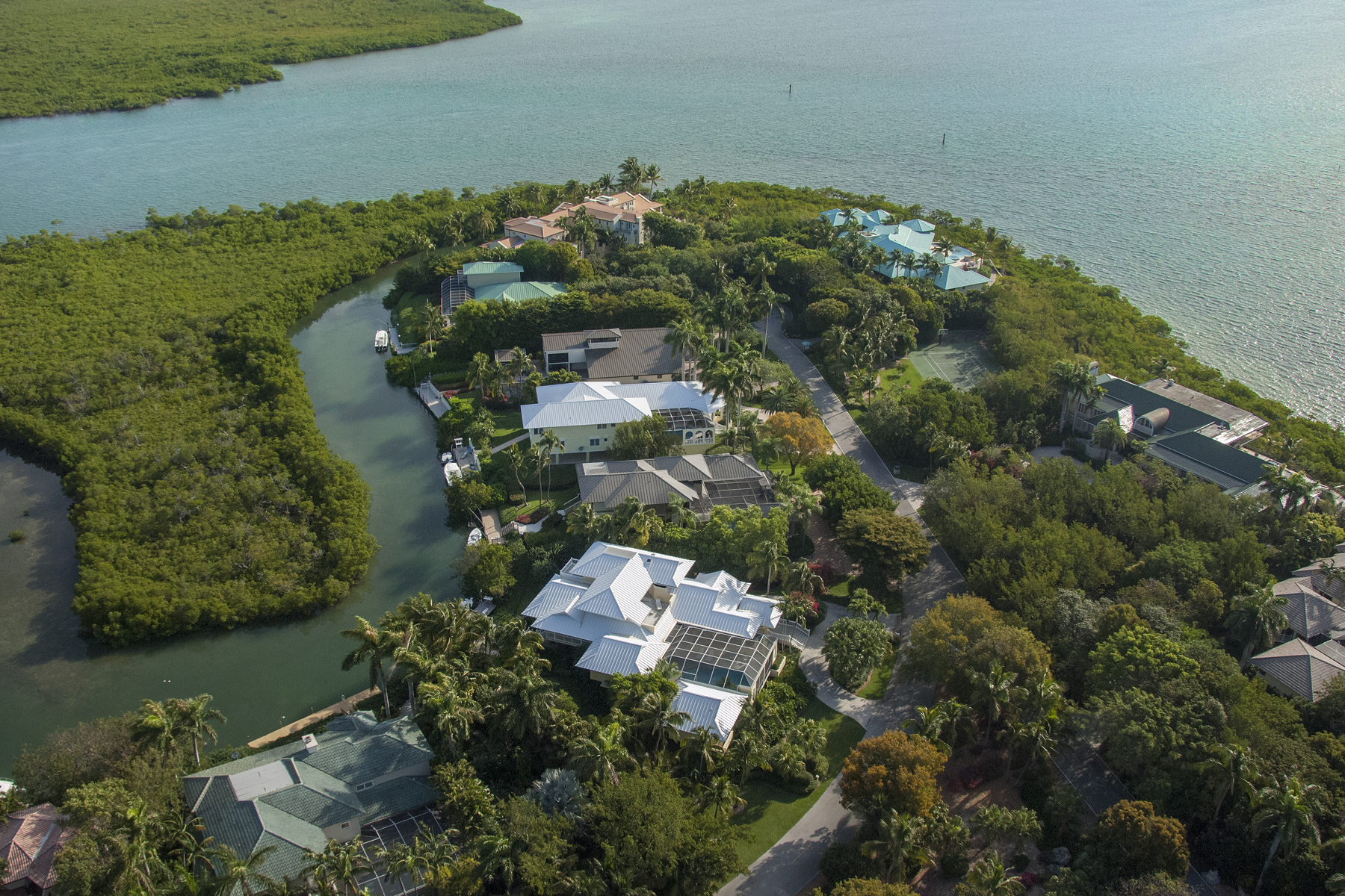 Additional photo for property listing at Waterfront Family Home at Ocean Reef 48 Sunrise Cay Drive Key Largo, Florida 33037 Usa