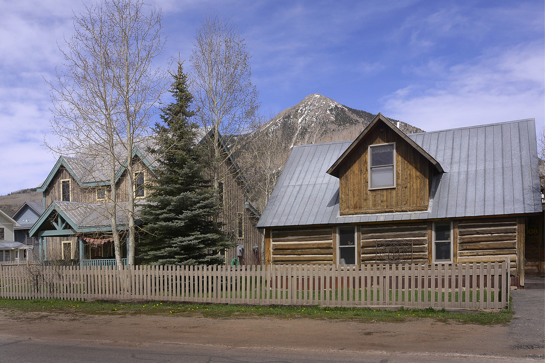 獨棟家庭住宅 為 出售 在 Restored Historic Cabin & New Home 6 & 8 Seventh Street Crested Butte, 科羅拉多州, 81224 美國